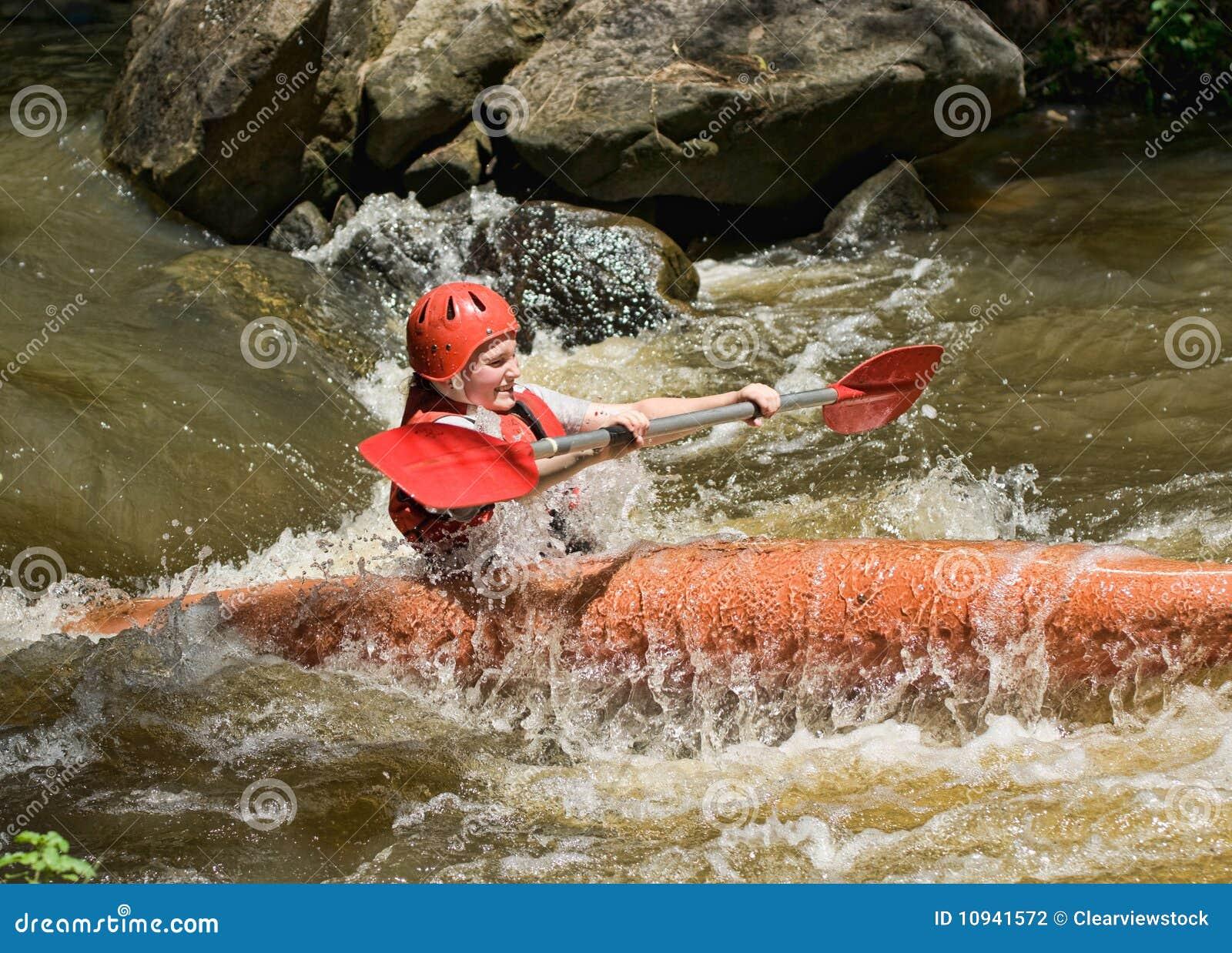 белизна воды девушки kayaking подростковая
