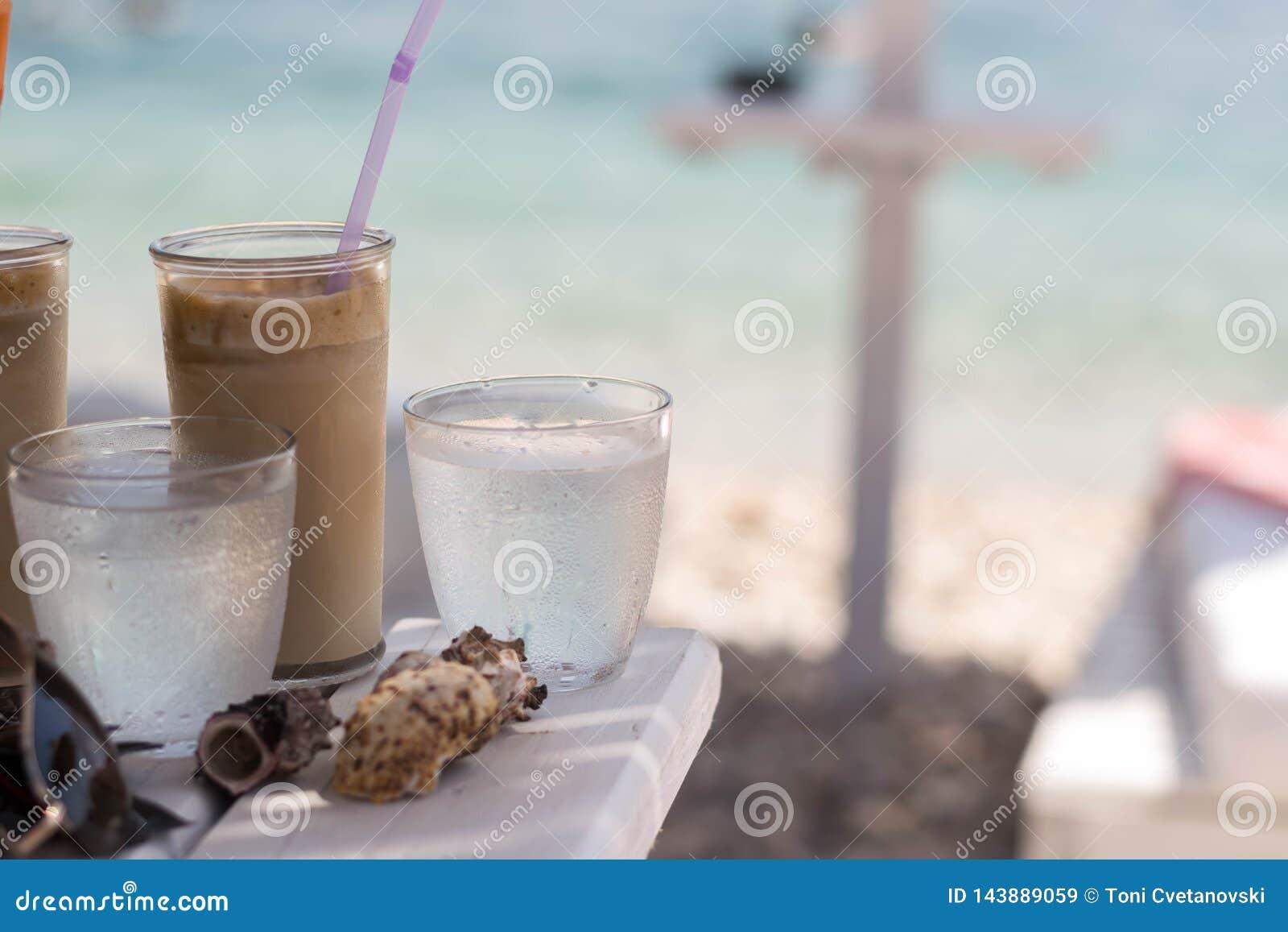 белизна кофе предпосылки изолированная frappe