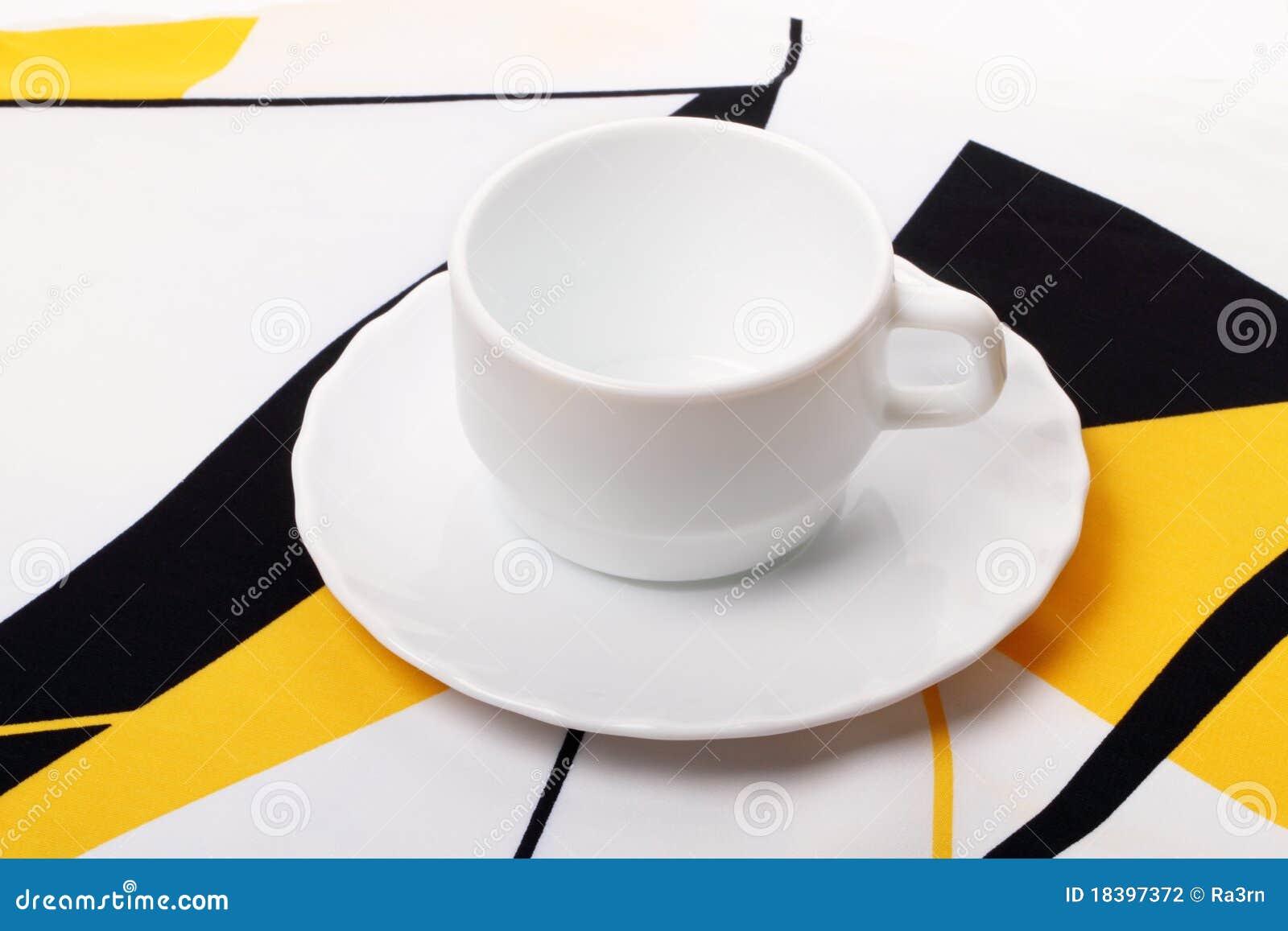 белизна скатерти чашки