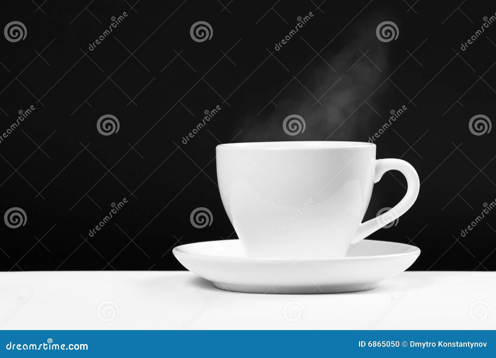 белизна чашки напитка горячая