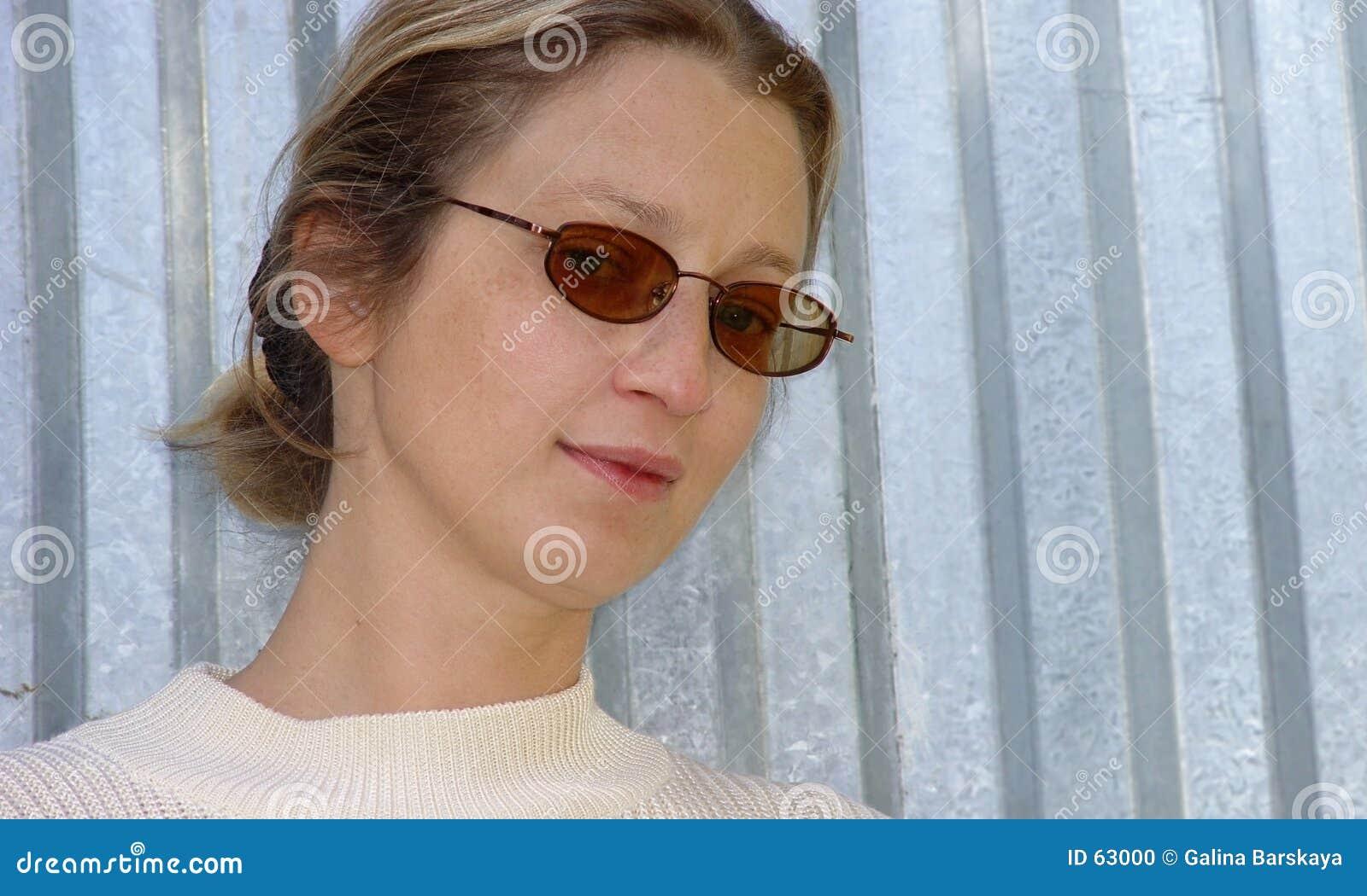 белокурая женщина
