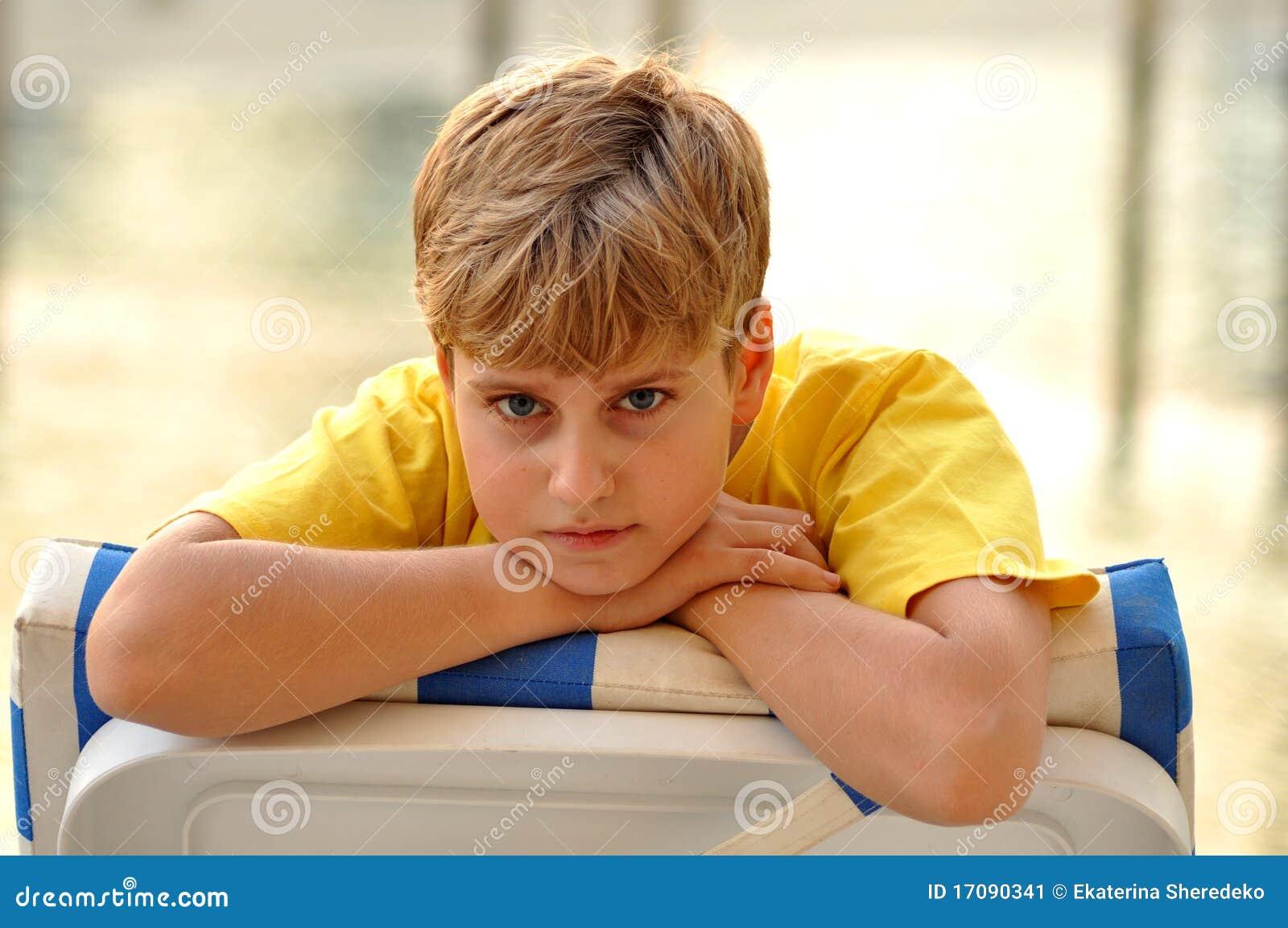 белокурый смотреть камеры мальчика