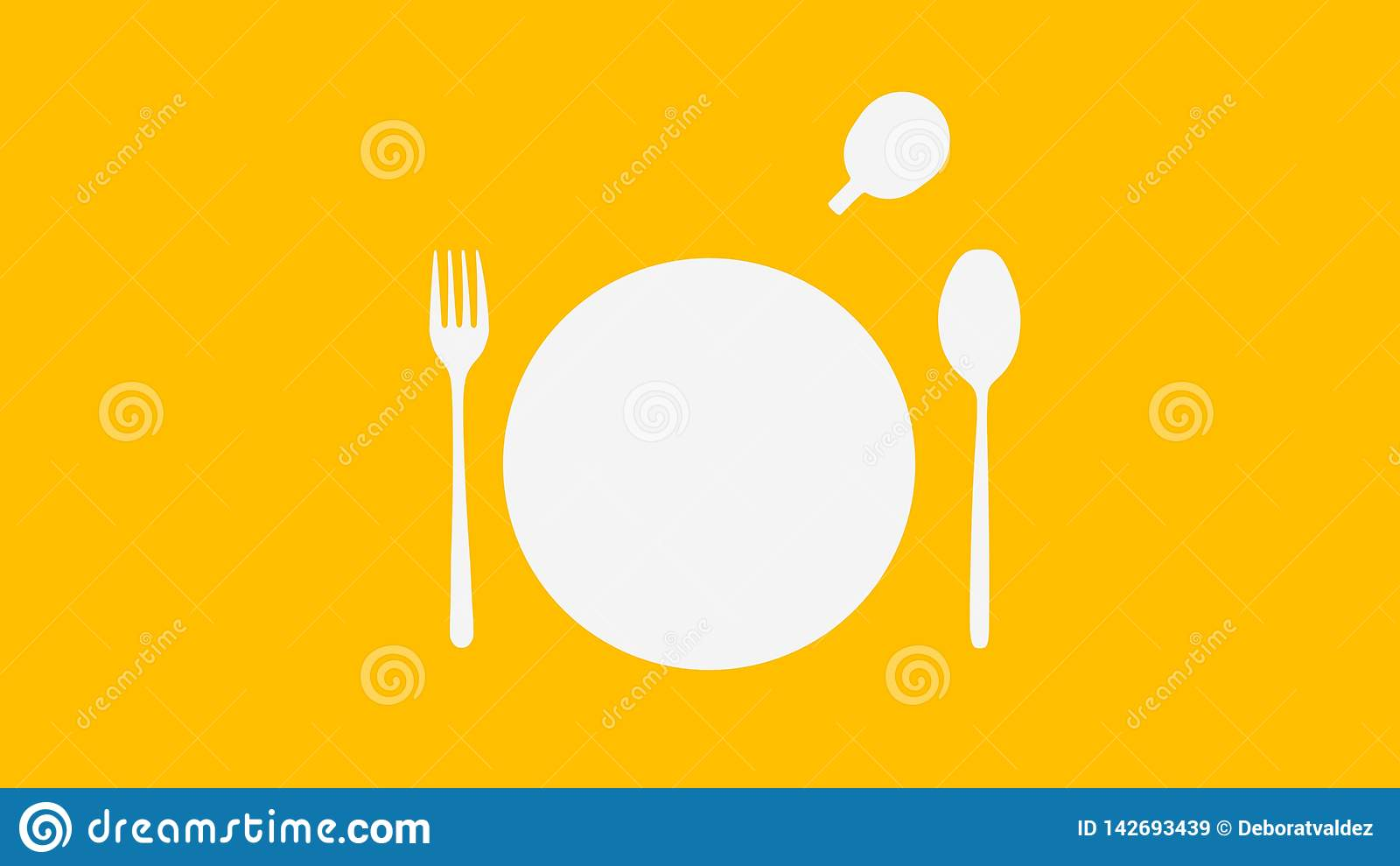 Белые ложка и вилка и плита и чашка на желтом цвете