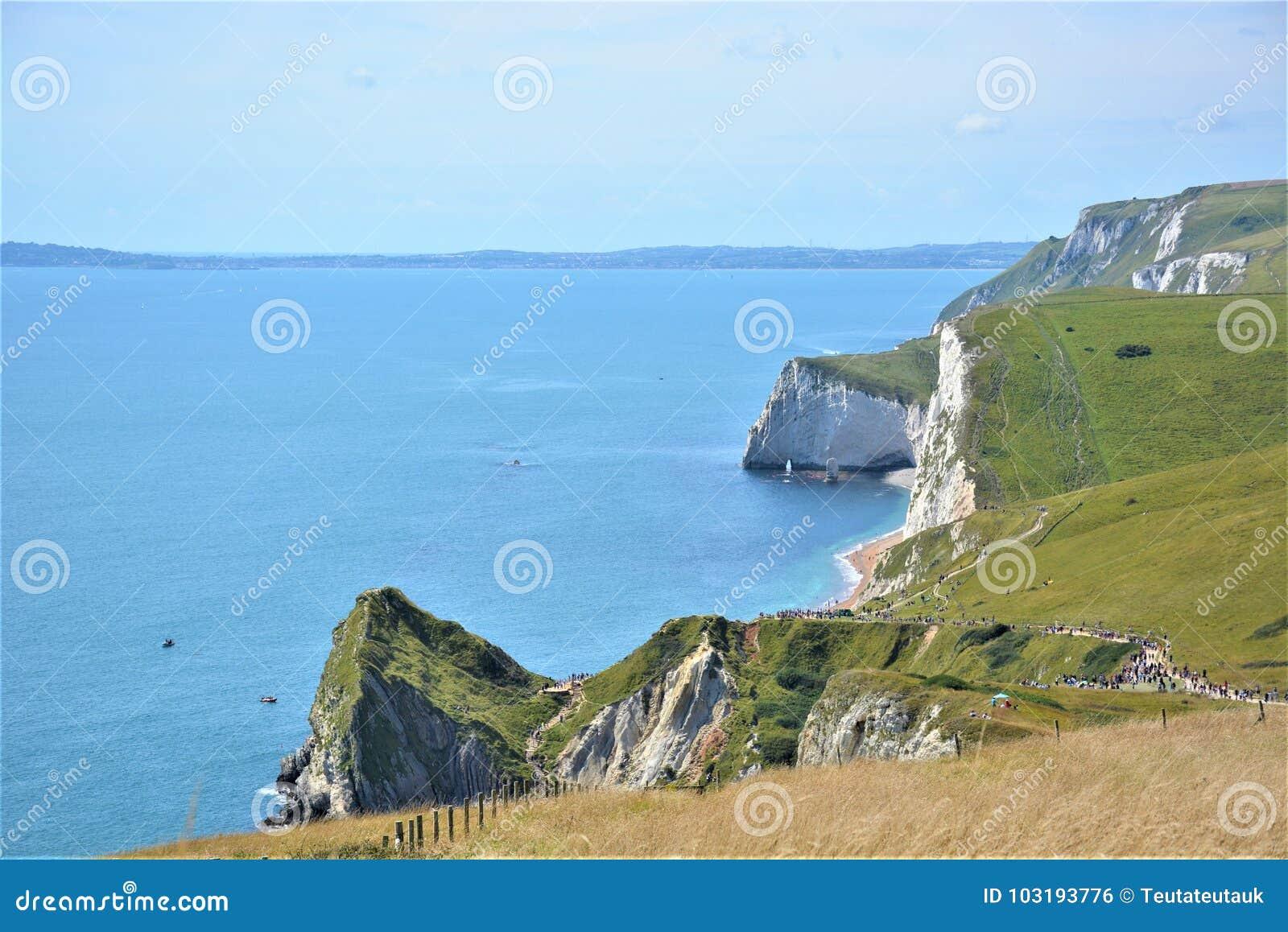 Белые скалы, зеленые холмы, голубое море, Англия, Дорсет, Великобритания