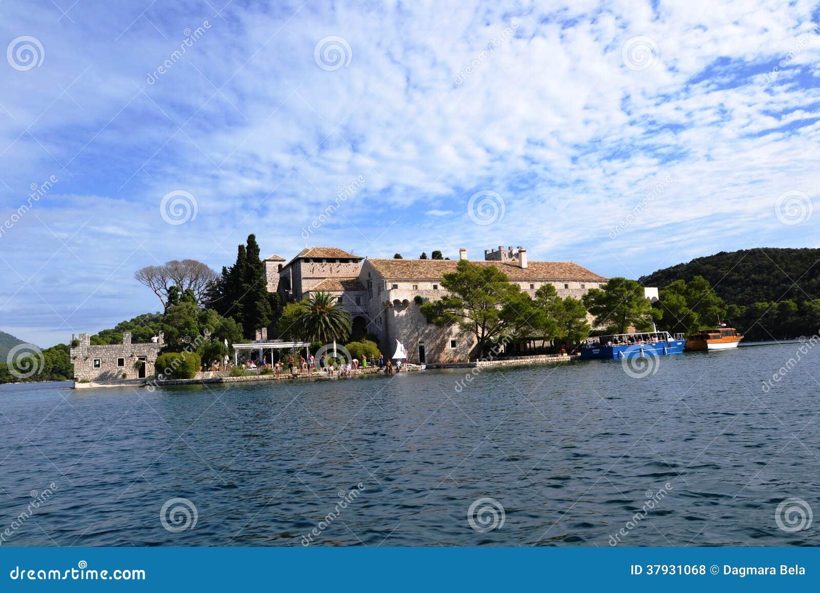Бенедиктинский монастырь St Mary на острове Mljet