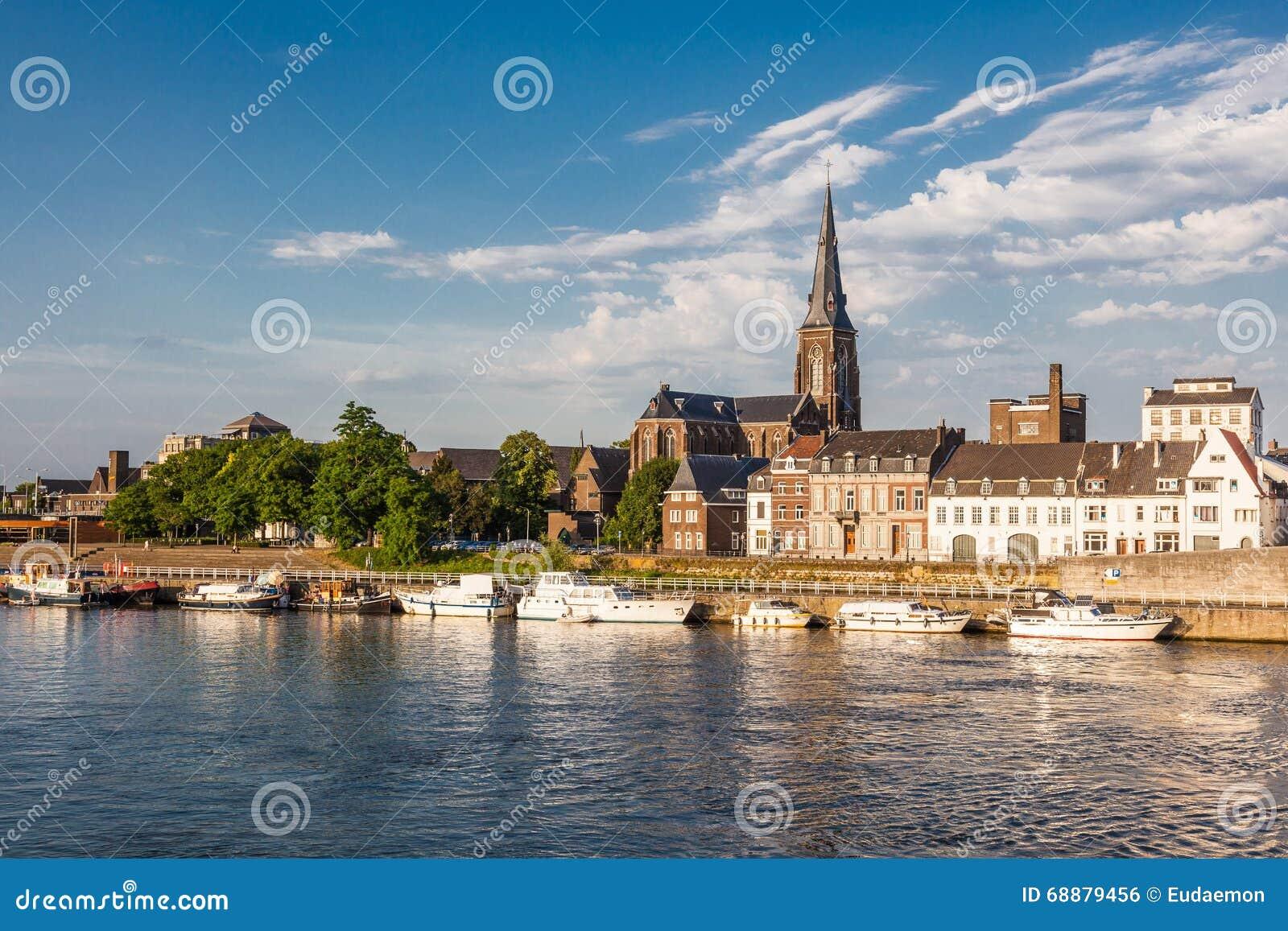 Берег реки в Маастрихте