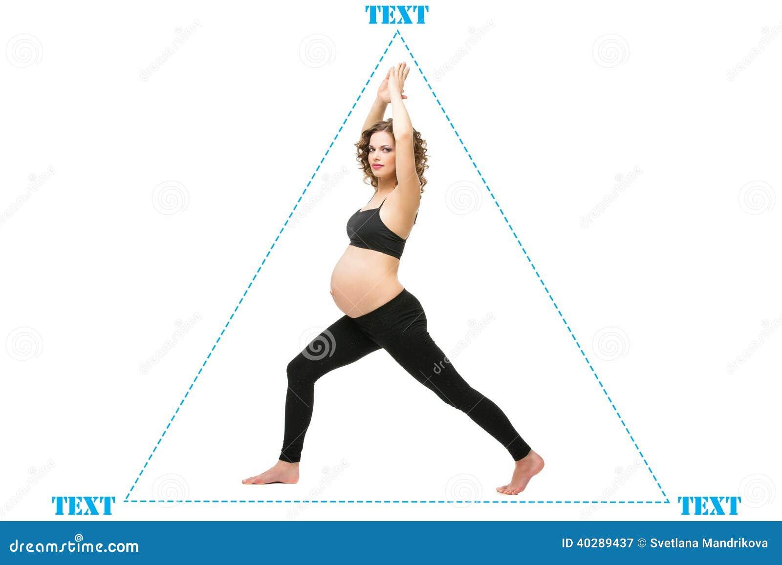 Беременная женщина делая тренировку