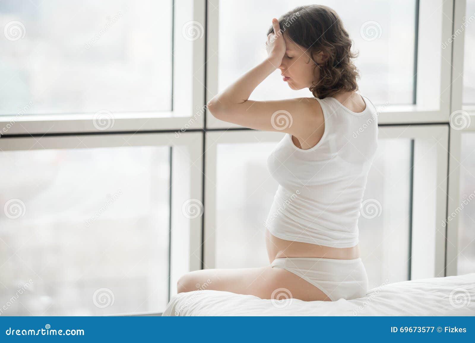 Беременная женщина чувствуя больной