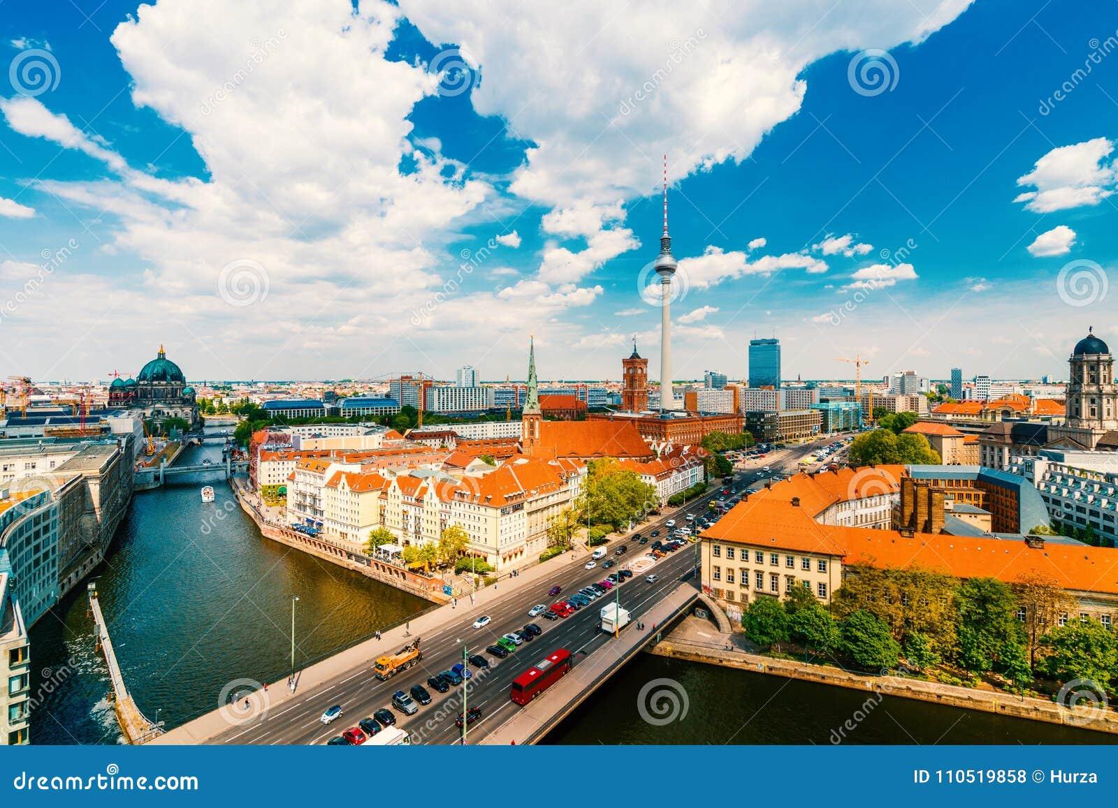 Берлин, Германия, во время лета