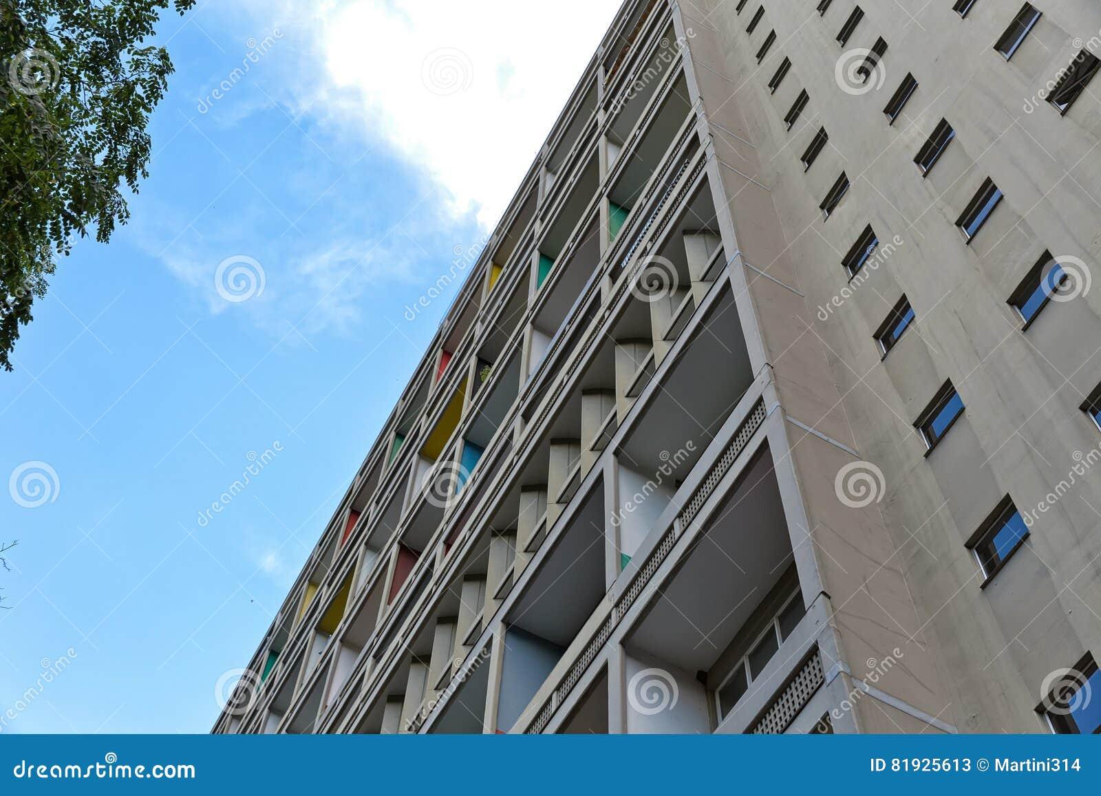 БЕРЛИН, ГЕРМАНИЯ - ИЮЛЬ 2014: Corbusier Haus было конструировано мимо