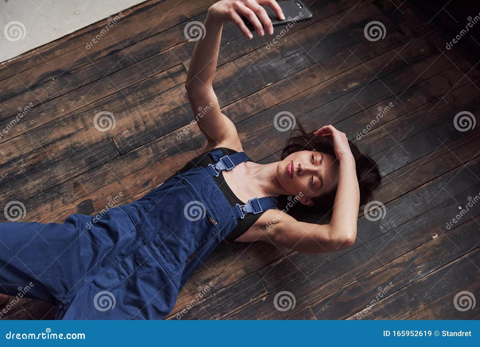 Девушка после работы расслабилась дарья миронова фото