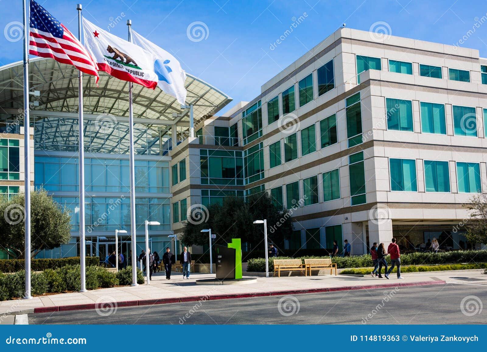 Бесконечный цикл Яблока, Cupertino, Калифорния, США - 30-ое января 2017: Вещество Яблока перед штабами мира Яблока