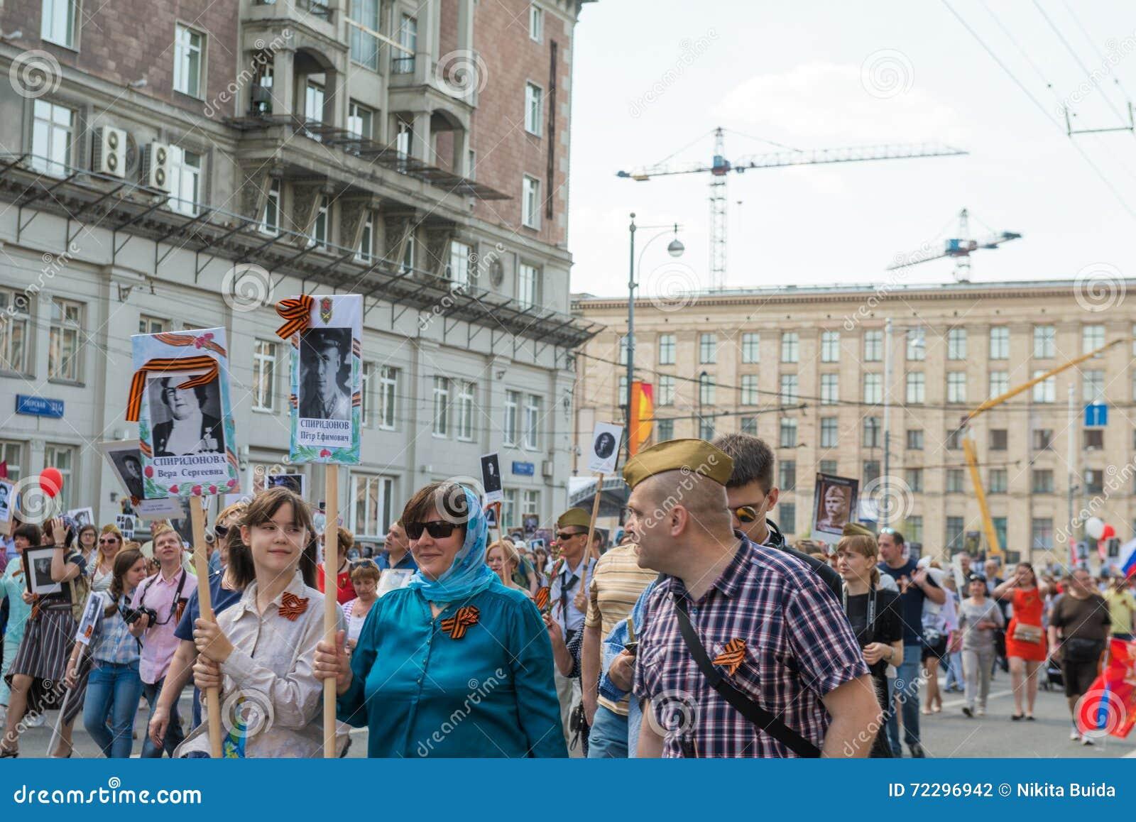 Download Бессмертный полк в Москве редакционное фотография. изображение насчитывающей годовщина - 72296942