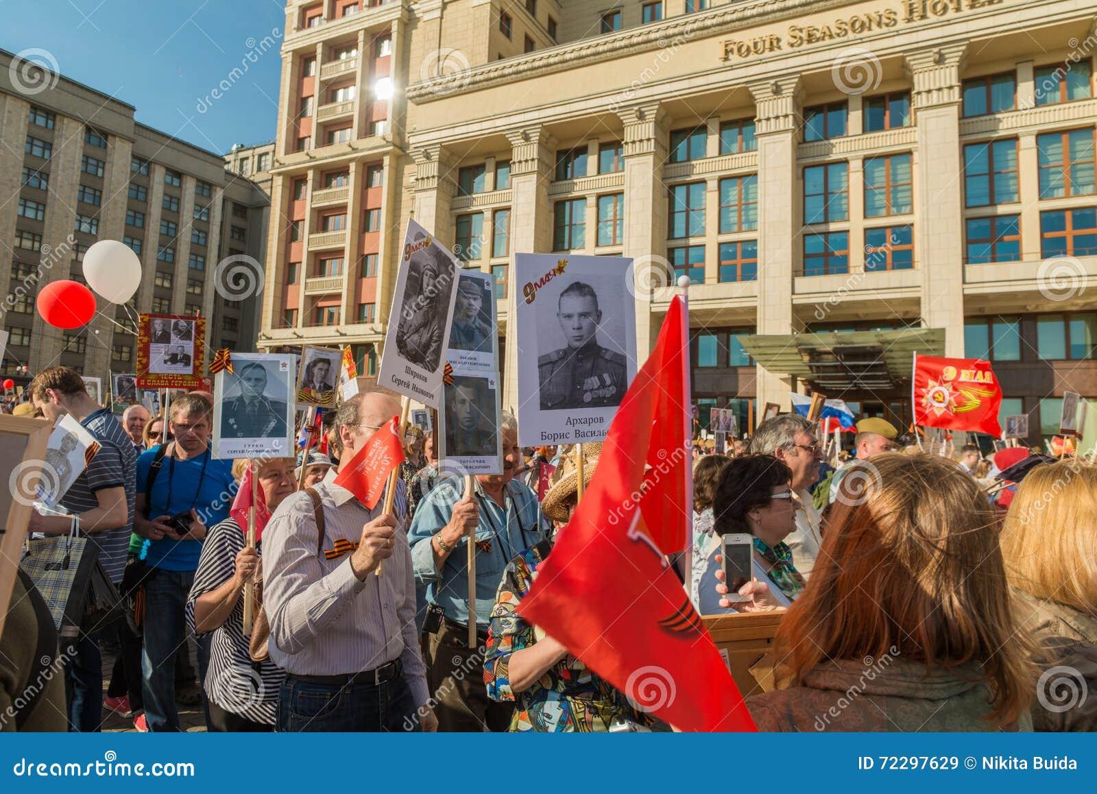Download Бессмертный полк в Москве редакционное стоковое изображение. изображение насчитывающей торжество - 72297629