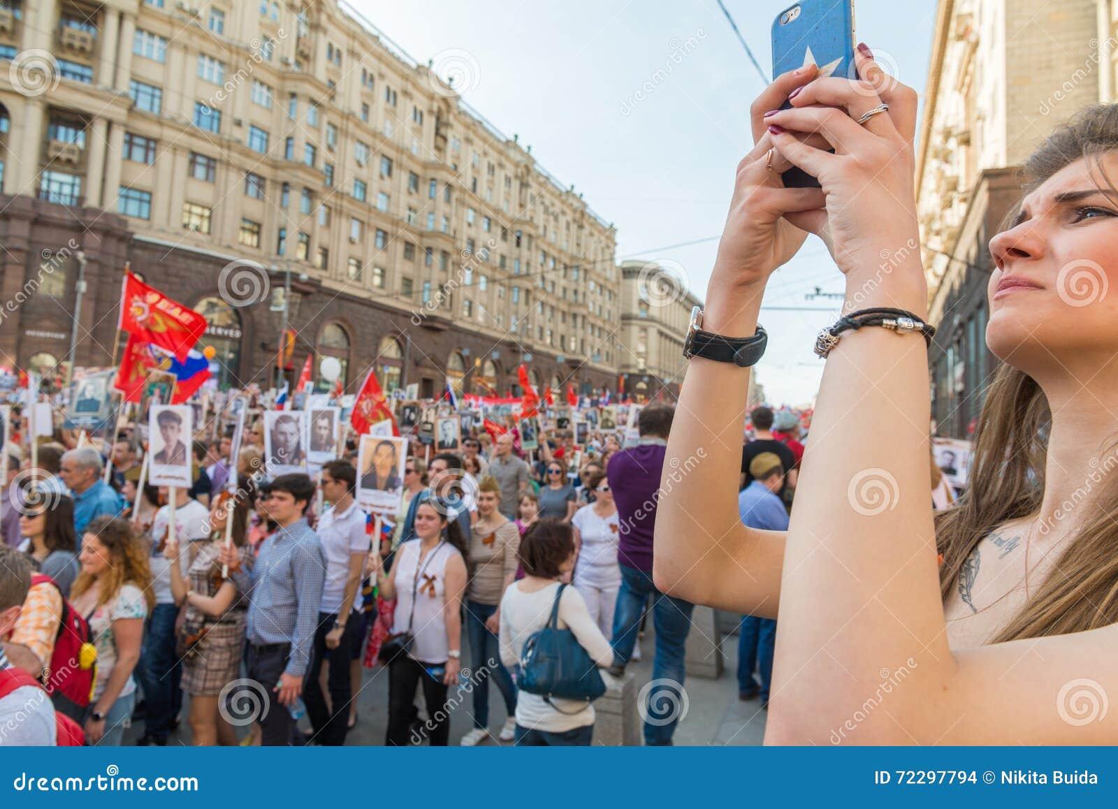 Download Бессмертный полк в Москве редакционное стоковое изображение. изображение насчитывающей печаль - 72297794
