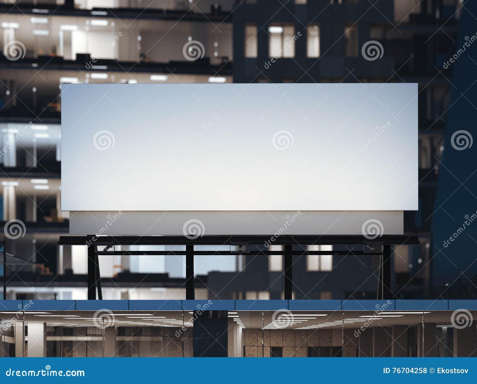 Белая афиша стоя на современном офисном здании перевод 3d