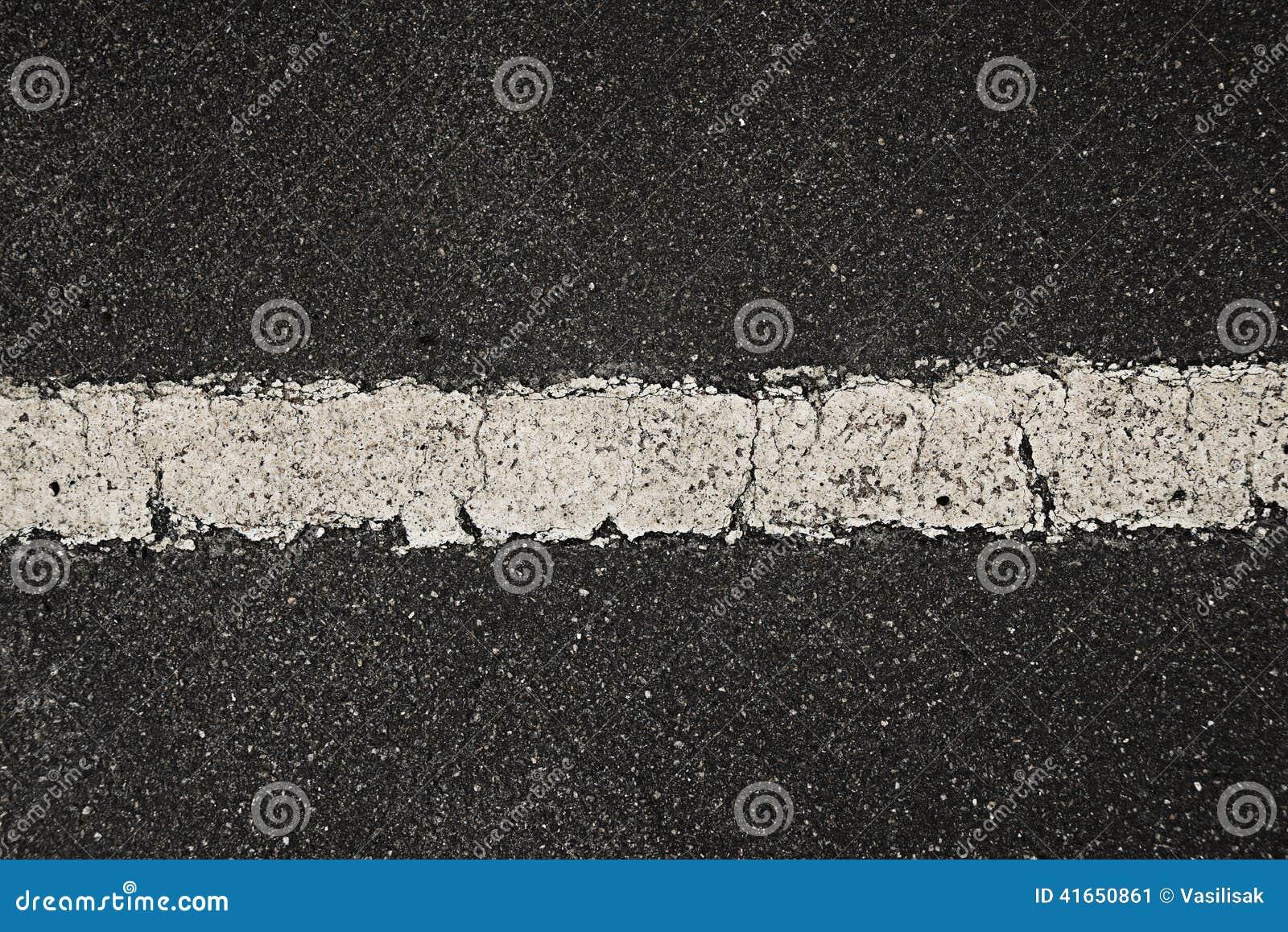 Белая линия на текстуре асфальта