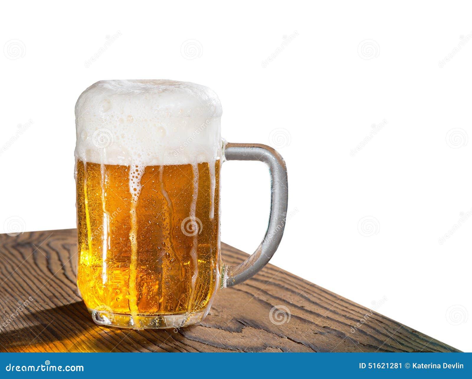 белизна стекла пива изолированная