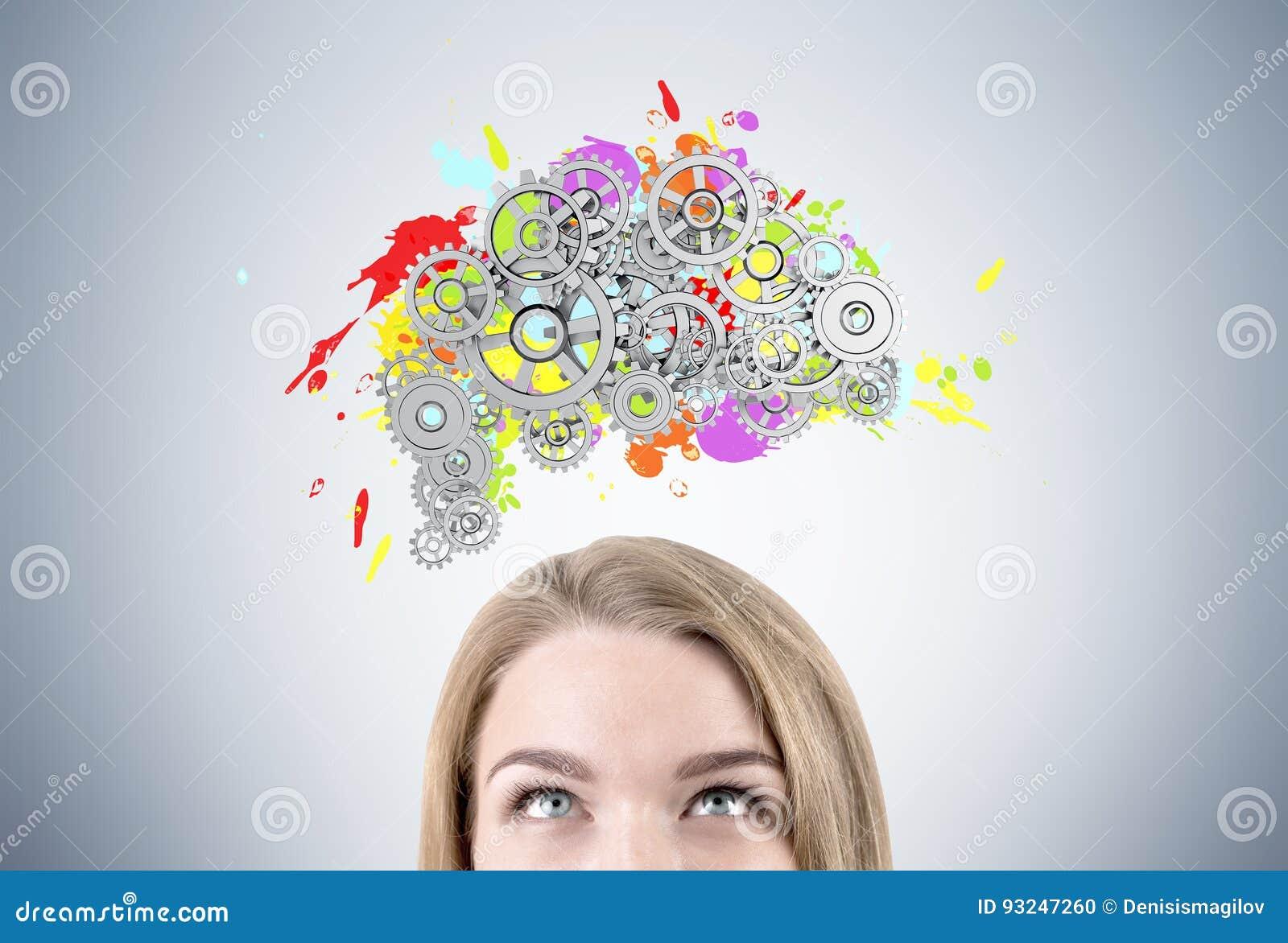 Белокурые голова и мозг женщины s с шестернями