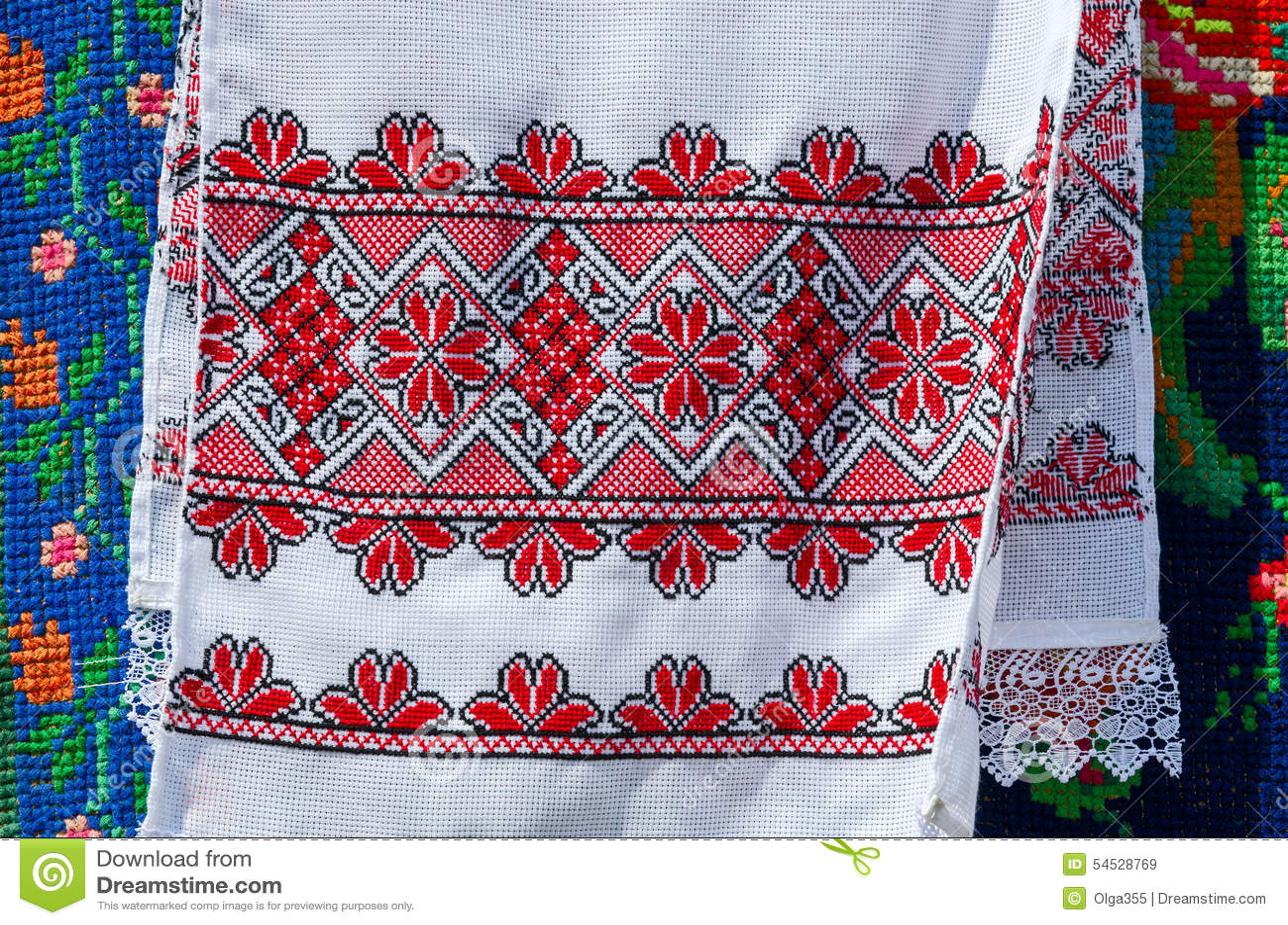 Белорусские полотенца с вышитым традиционным орнаментом