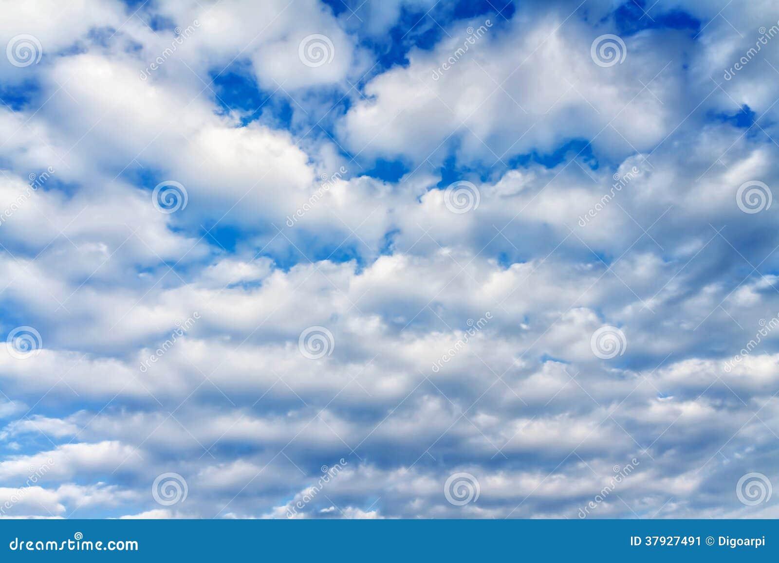 Белые облака кумулюса