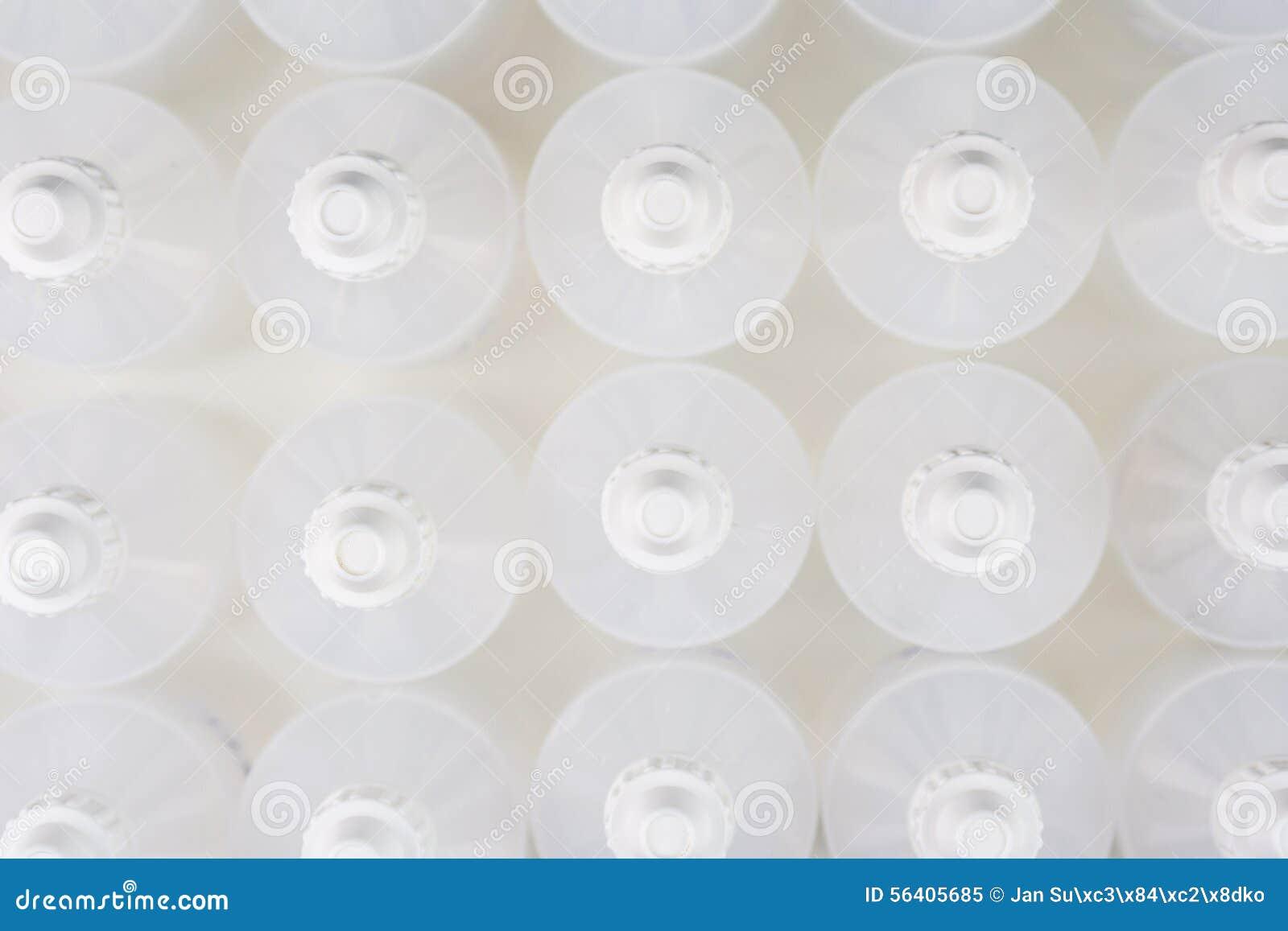 Белые просвечивающие бутылки