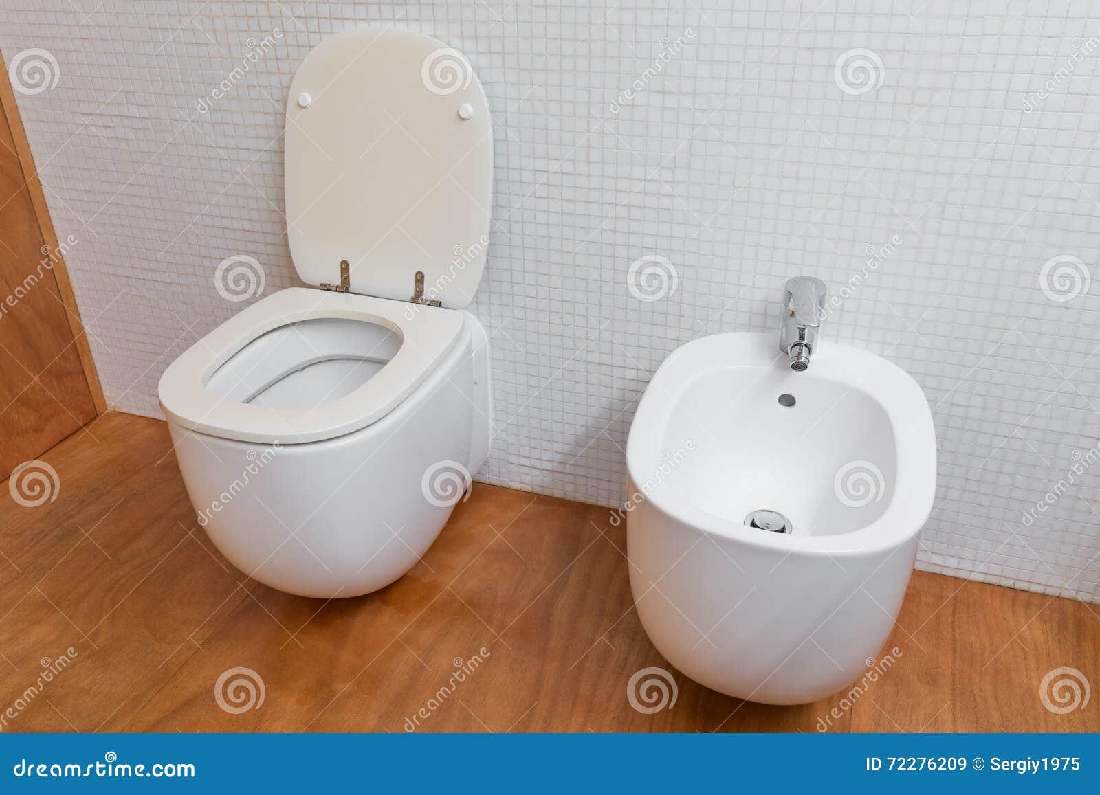 Download Белый крупный план туалета и биде Стоковое Изображение - изображение насчитывающей выпуклины, афоризмов: 72276209