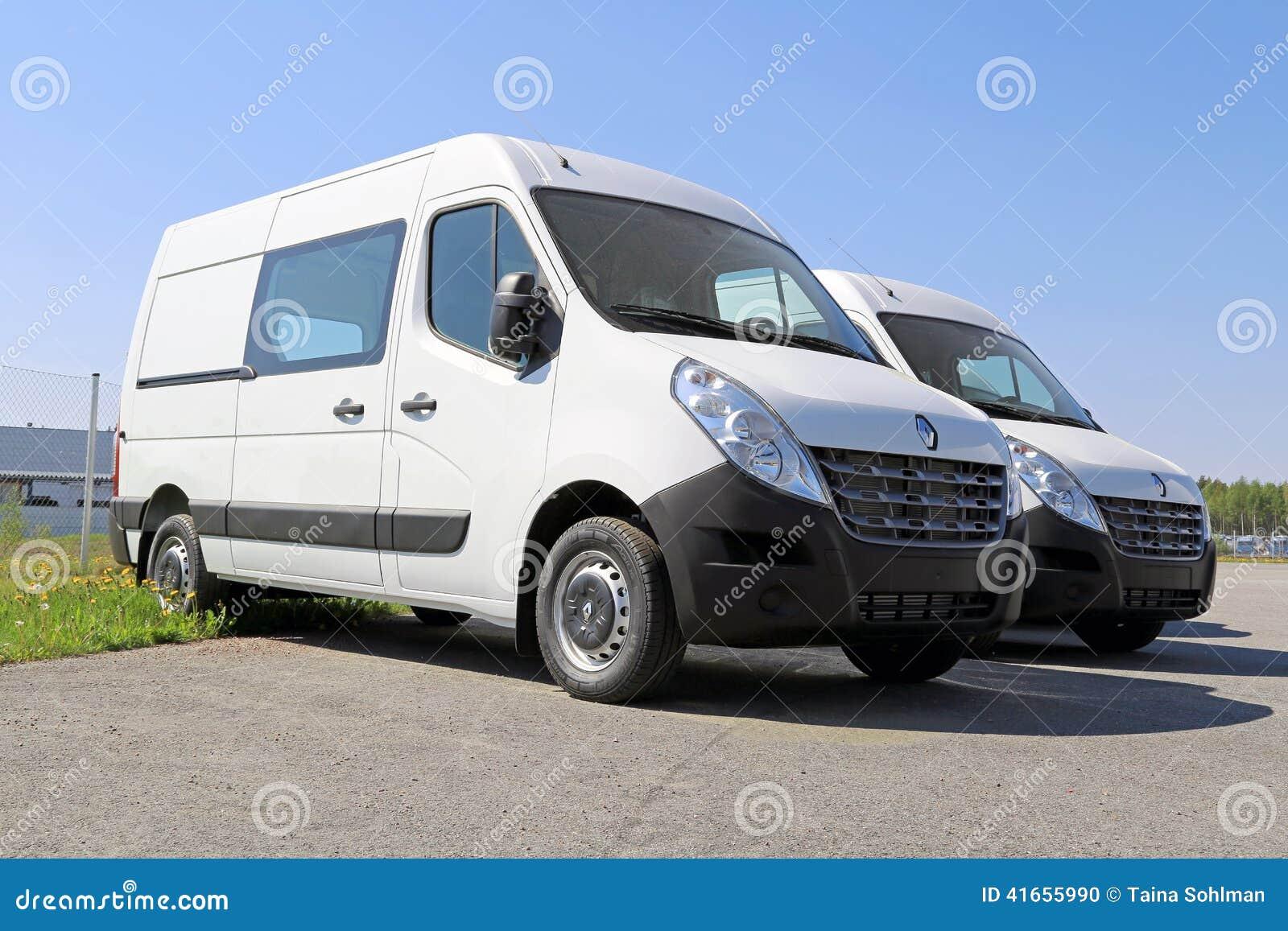 2 белых фургона мастера Renault, третье поколение