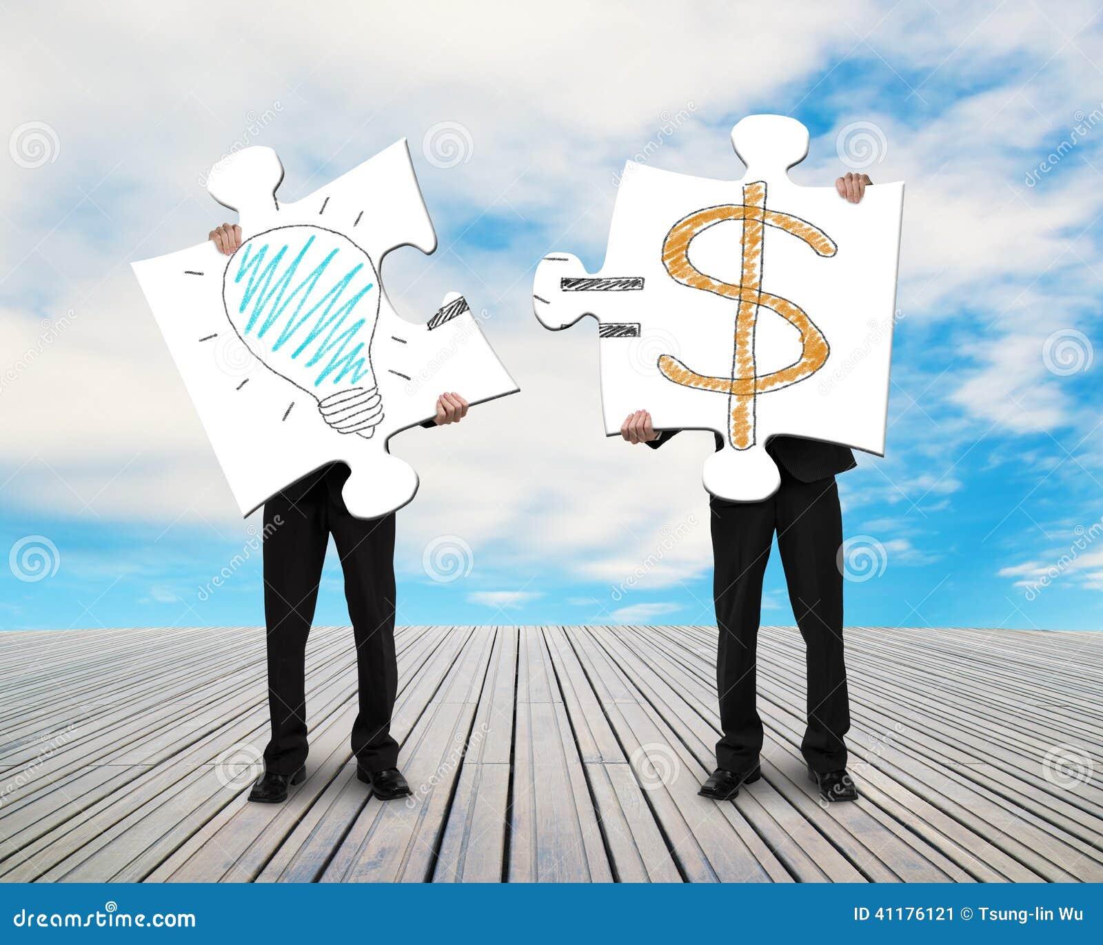2 бизнесмена собирая головоломки для идеи doodles денег