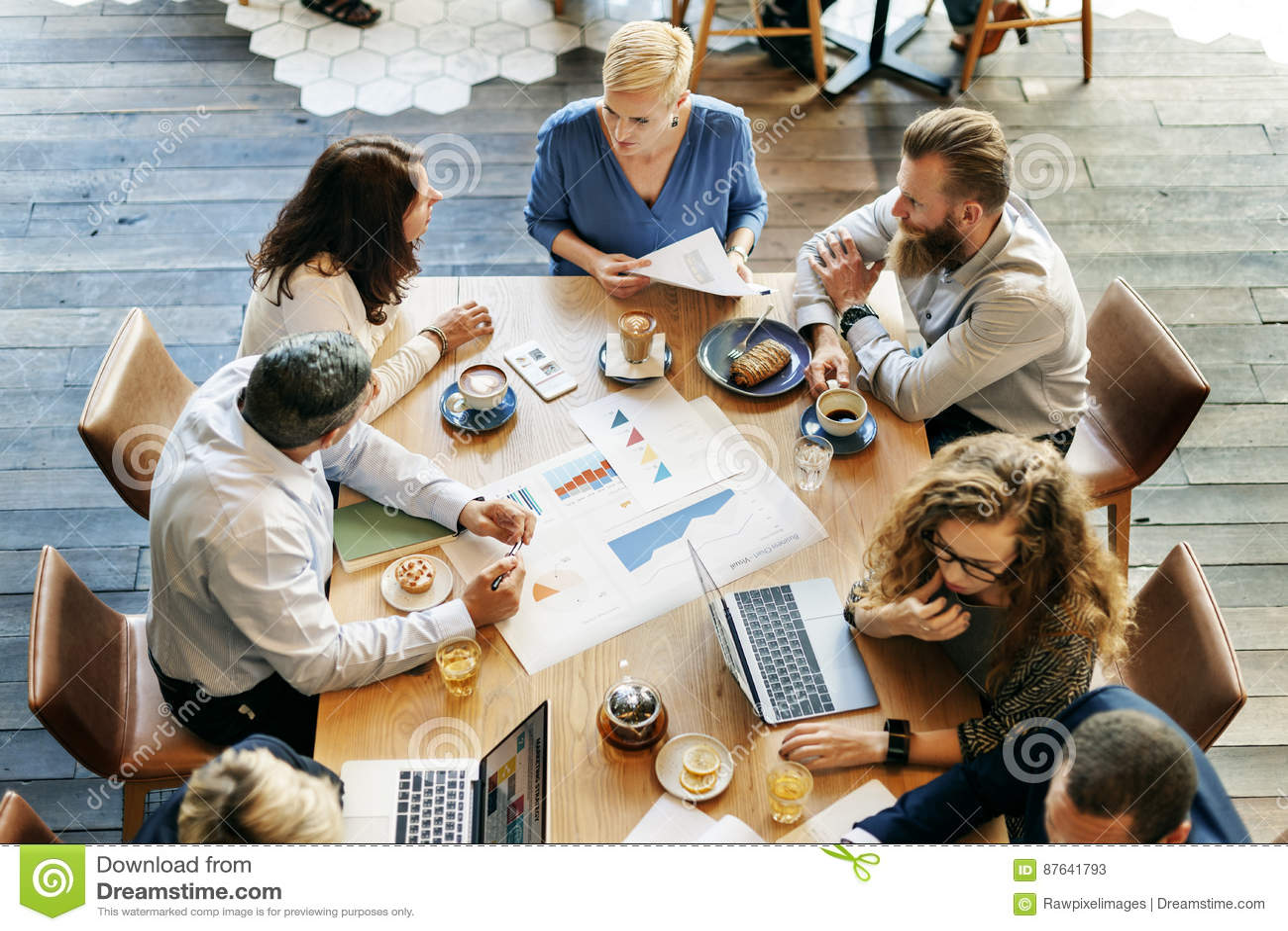 Бизнесмены встречая концепцию планирования диаграммы анализа данных
