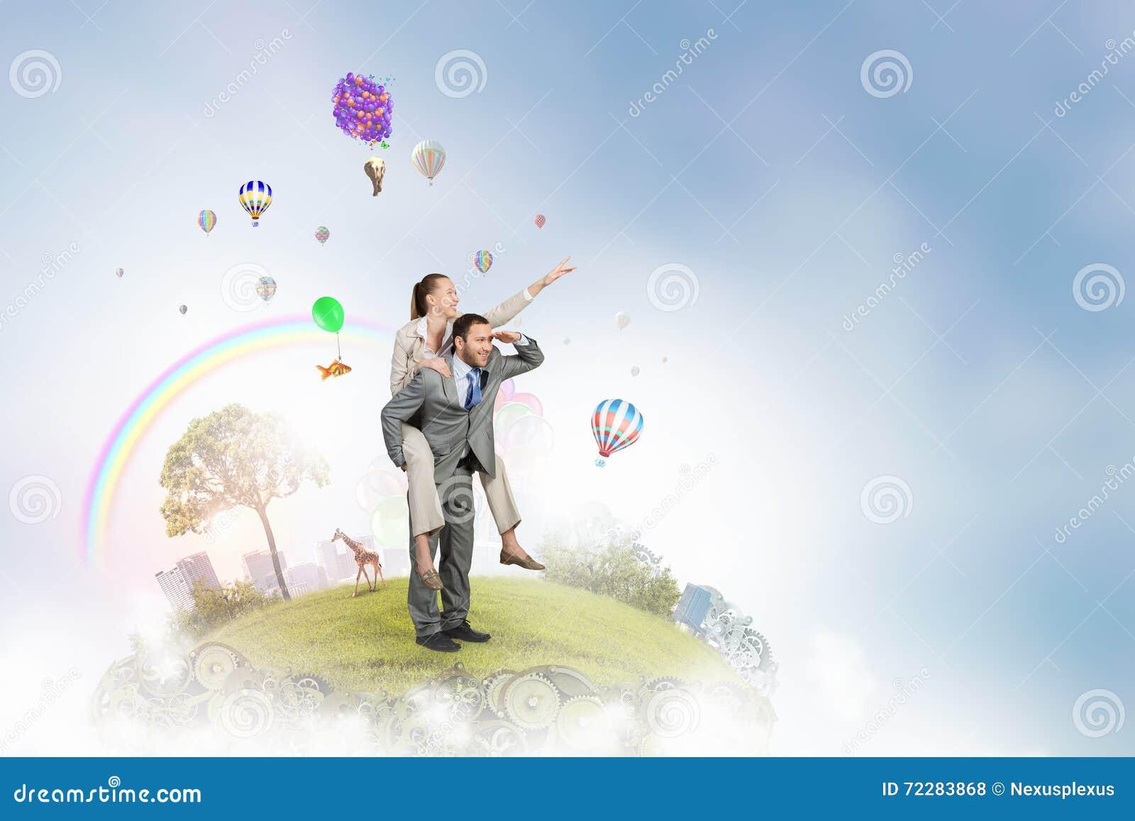 Download Бизнесмены имея пролом в офисе Стоковое Фото - изображение насчитывающей руководитель, смешно: 72283868