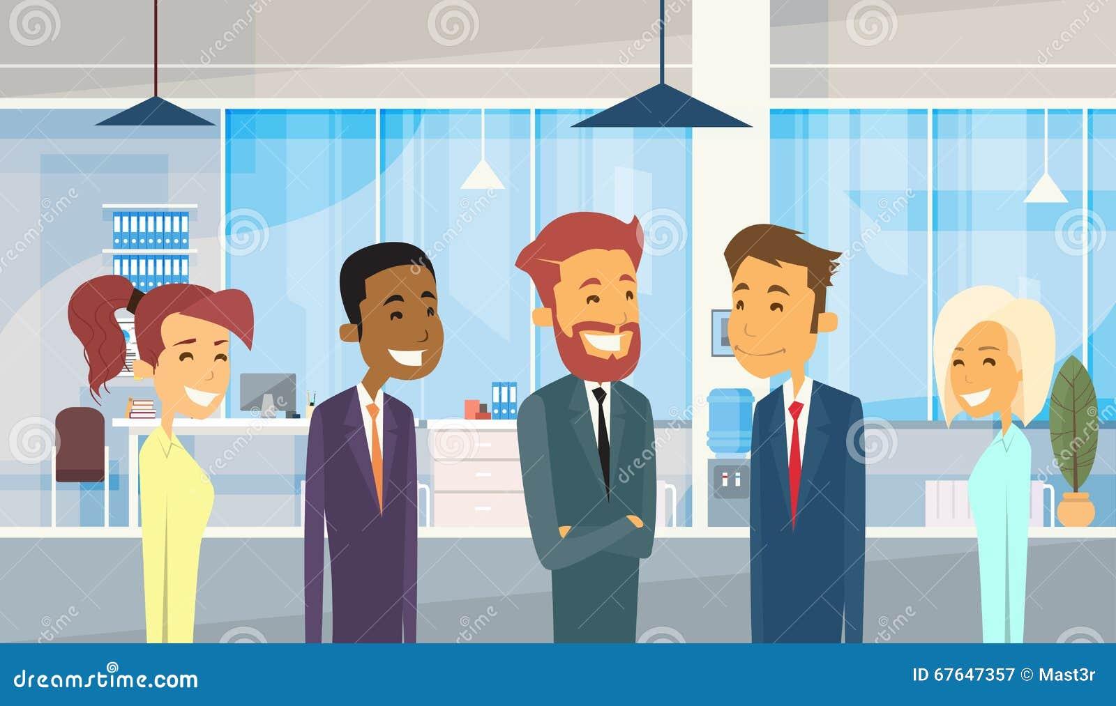 Бизнесмены собирают разнообразный офис предпринимателей команды