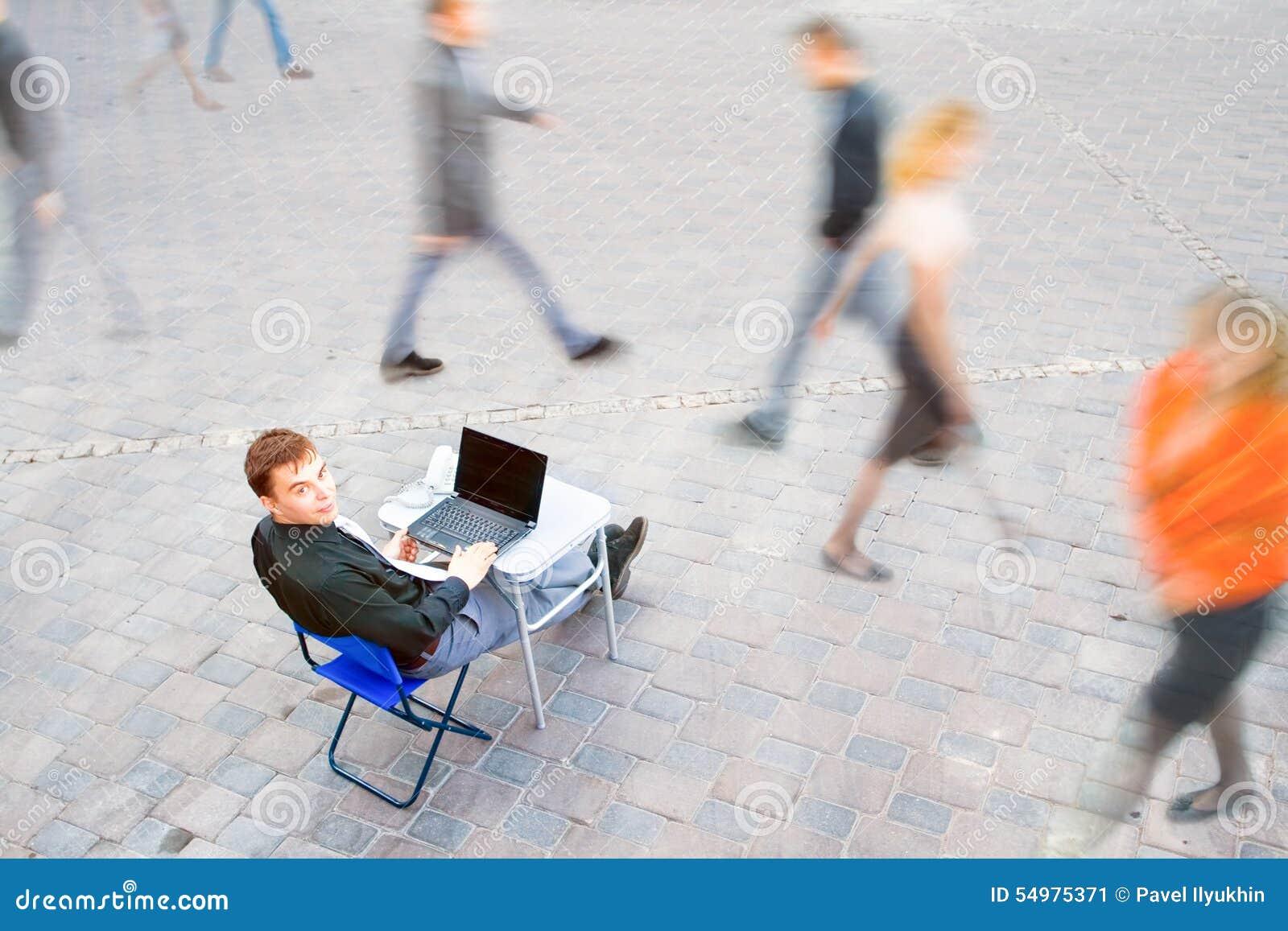 Бизнесмен всегда работает
