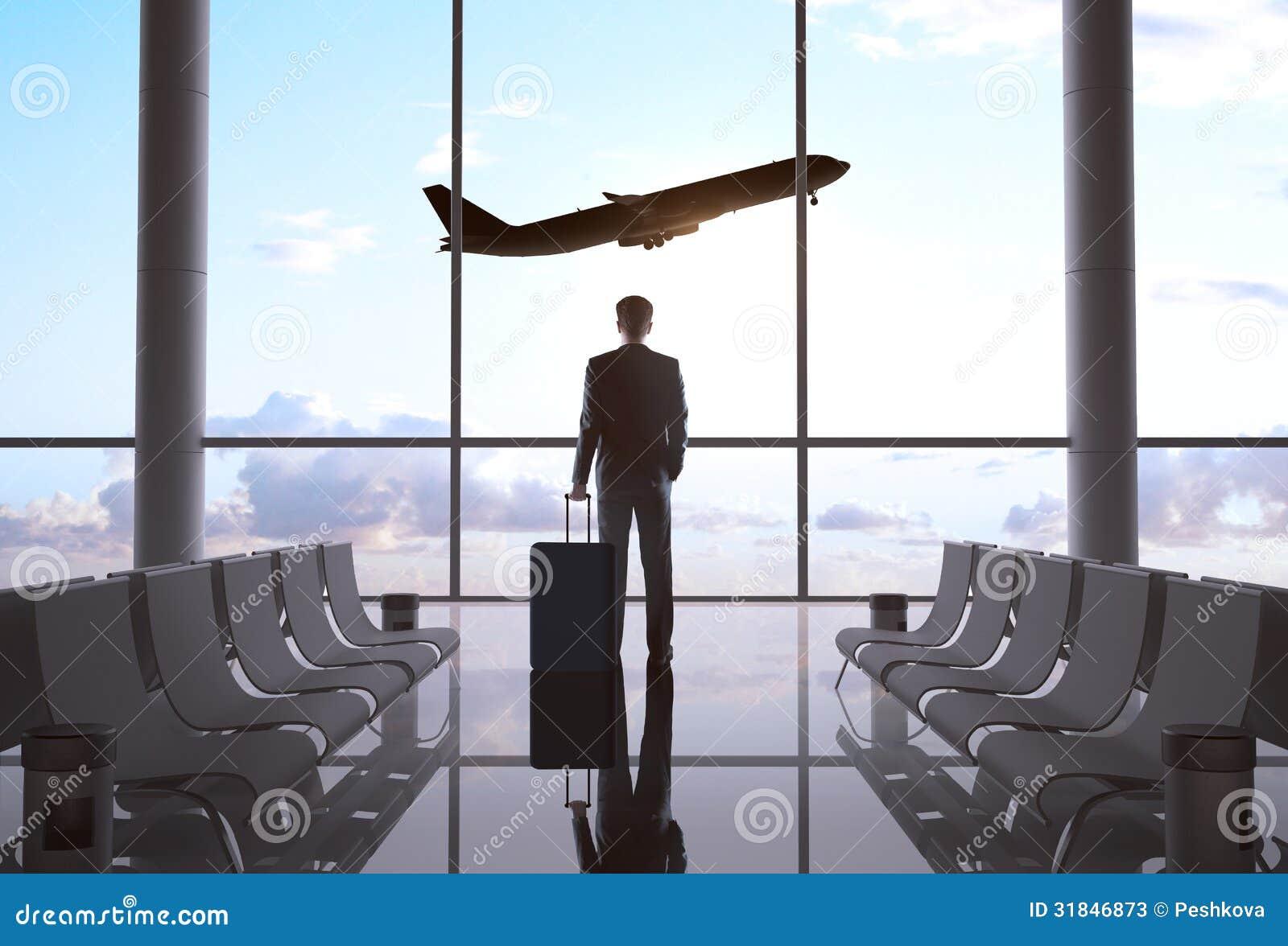 Бизнесмен в авиапорте