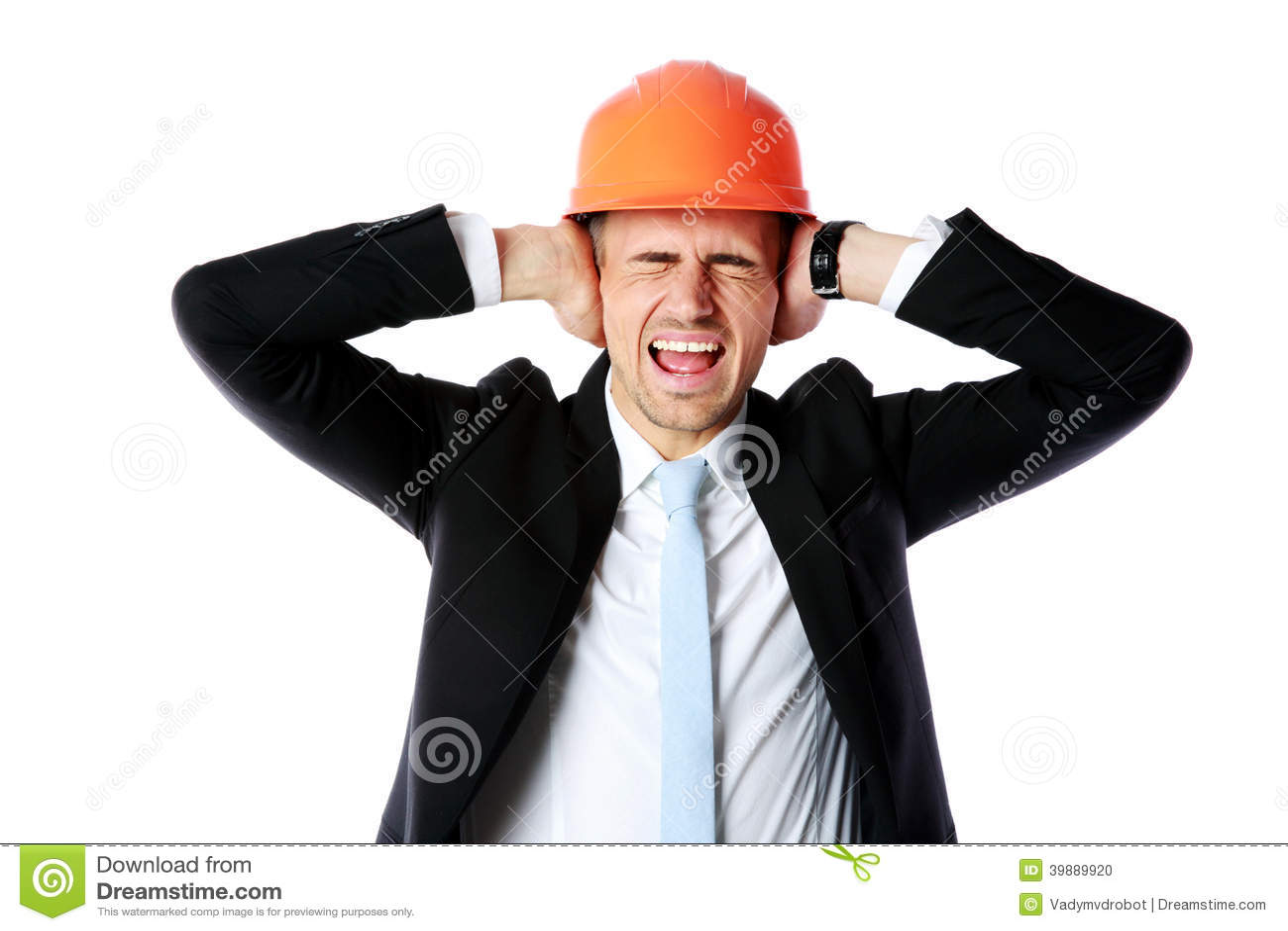 Бизнесмен в шлеме покрывая его уши