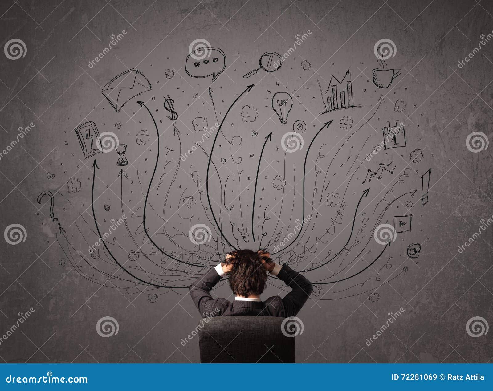 Download Бизнесмен перед доской решая с стрелками и Si Стоковое Изображение - изображение насчитывающей стул, красиво: 72281069