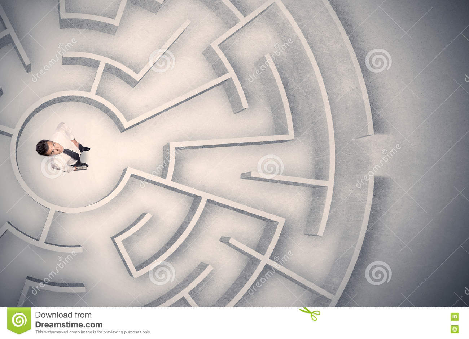 Download Бизнесмен поглощенный в круговом лабиринте Стоковое Фото - изображение насчитывающей запутанность, фрустрация: 72281380