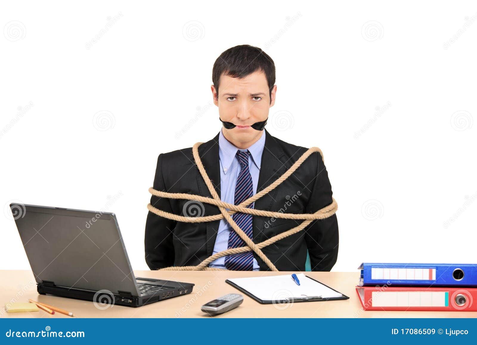 бизнесмен полосы gagged веревочка связанная вверх