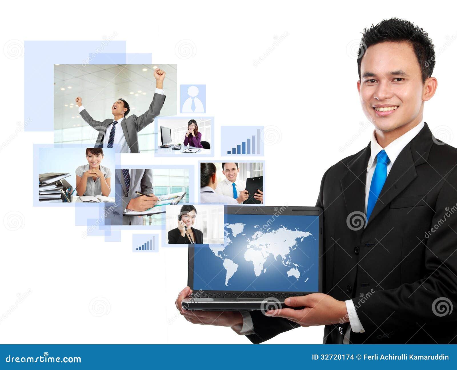 Бизнесмен с его командой сети
