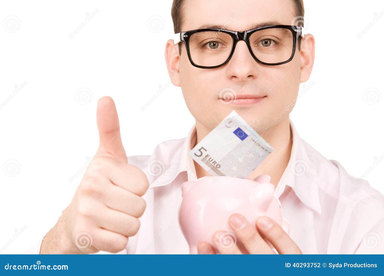 Бизнесмен с копилкой и деньгами