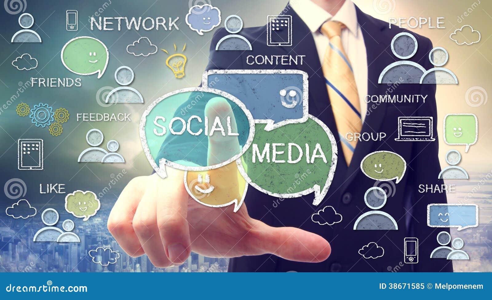 Бизнесмен с социальными концепциями средств массовой информации