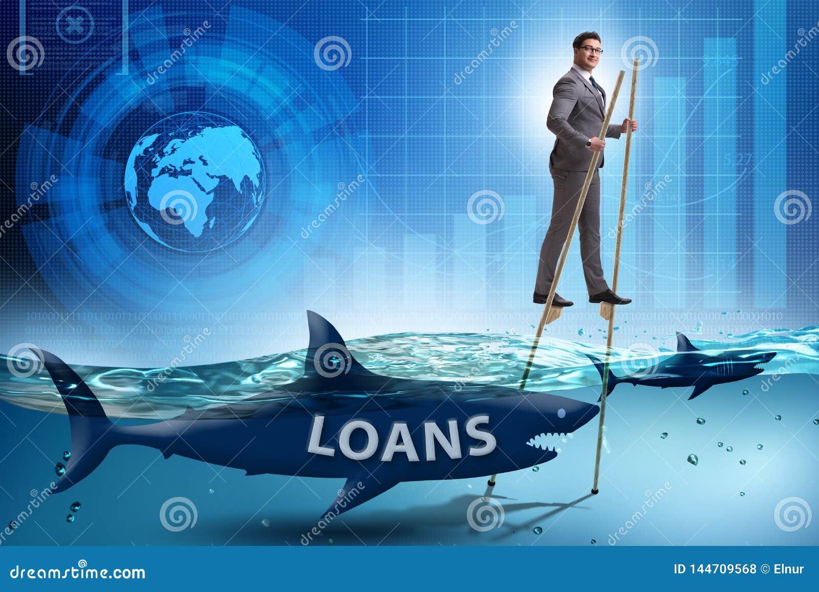 Бизнесмен успешно общаясь с займами и задолженностями