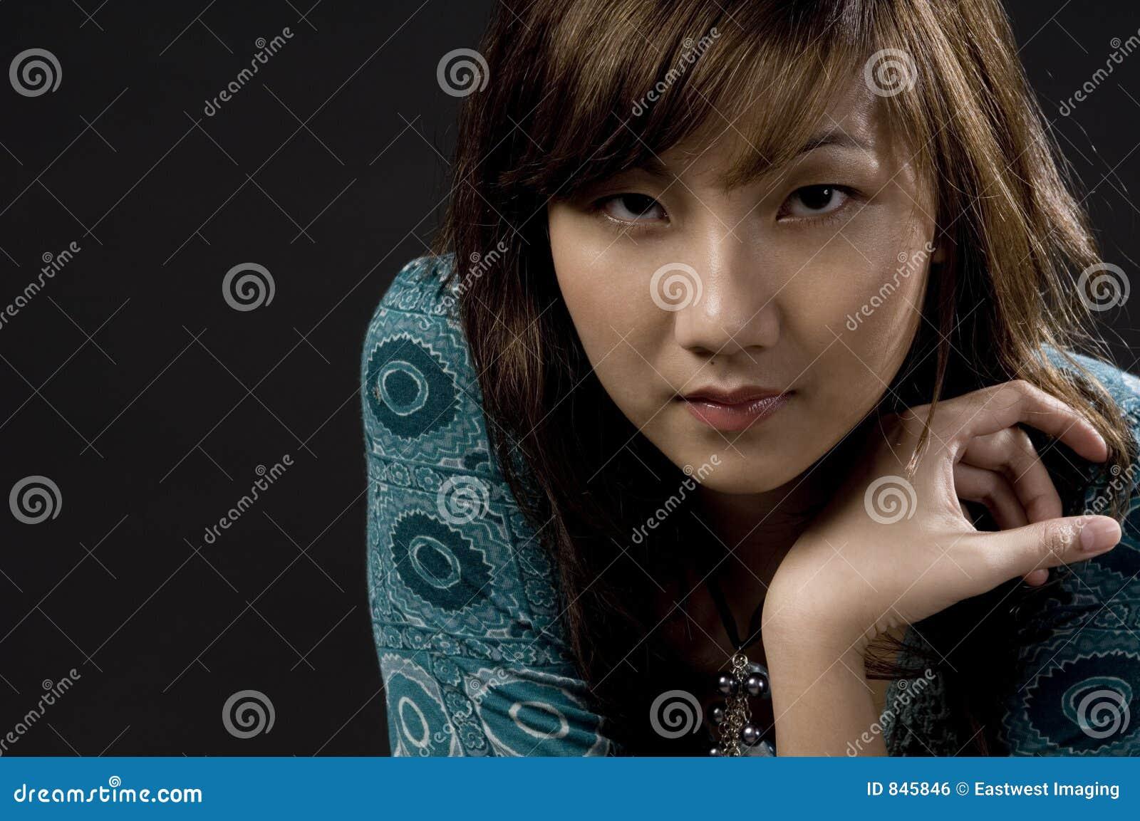 Бледная азиатская красотка
