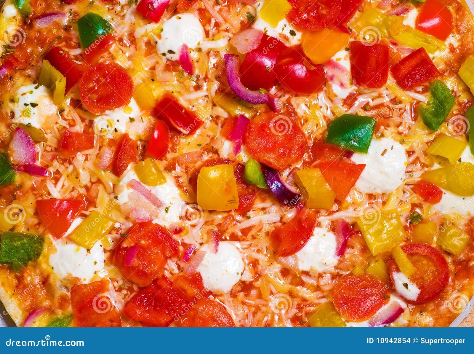 близкая пицца вверх по овощам