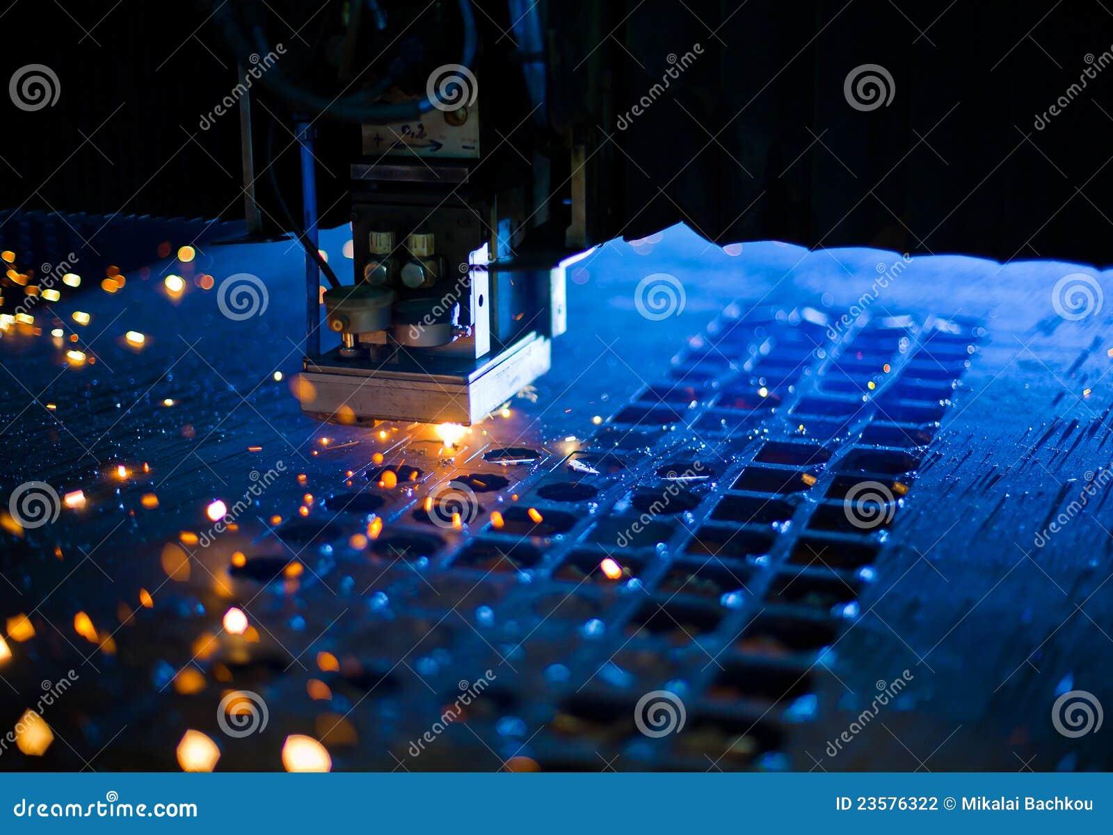 близкий лазер вырезывания вверх