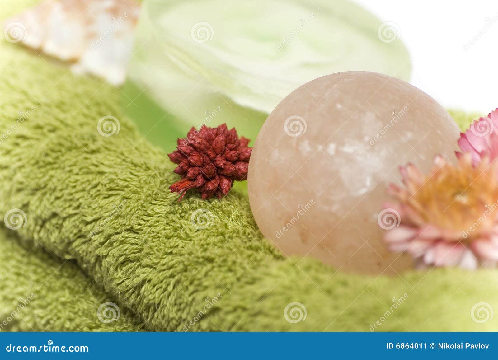близкими изолированные цветками полотенца спы мыл вверх
