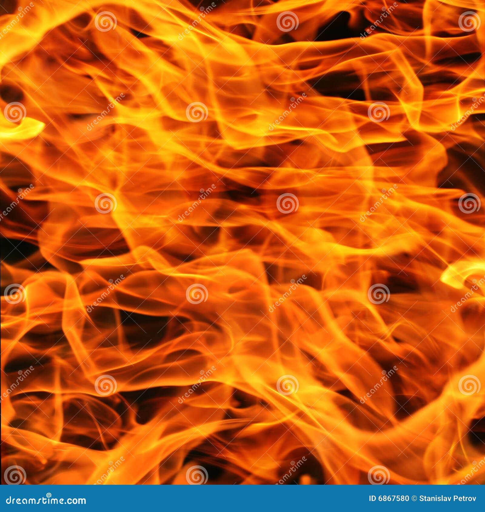 близкое пламя пожара вверх