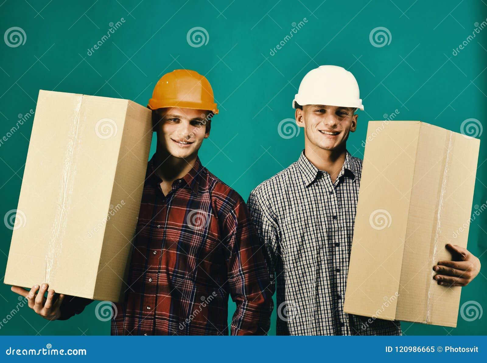 Близнецы с коробками владением шлемов Поставка и moving концепция