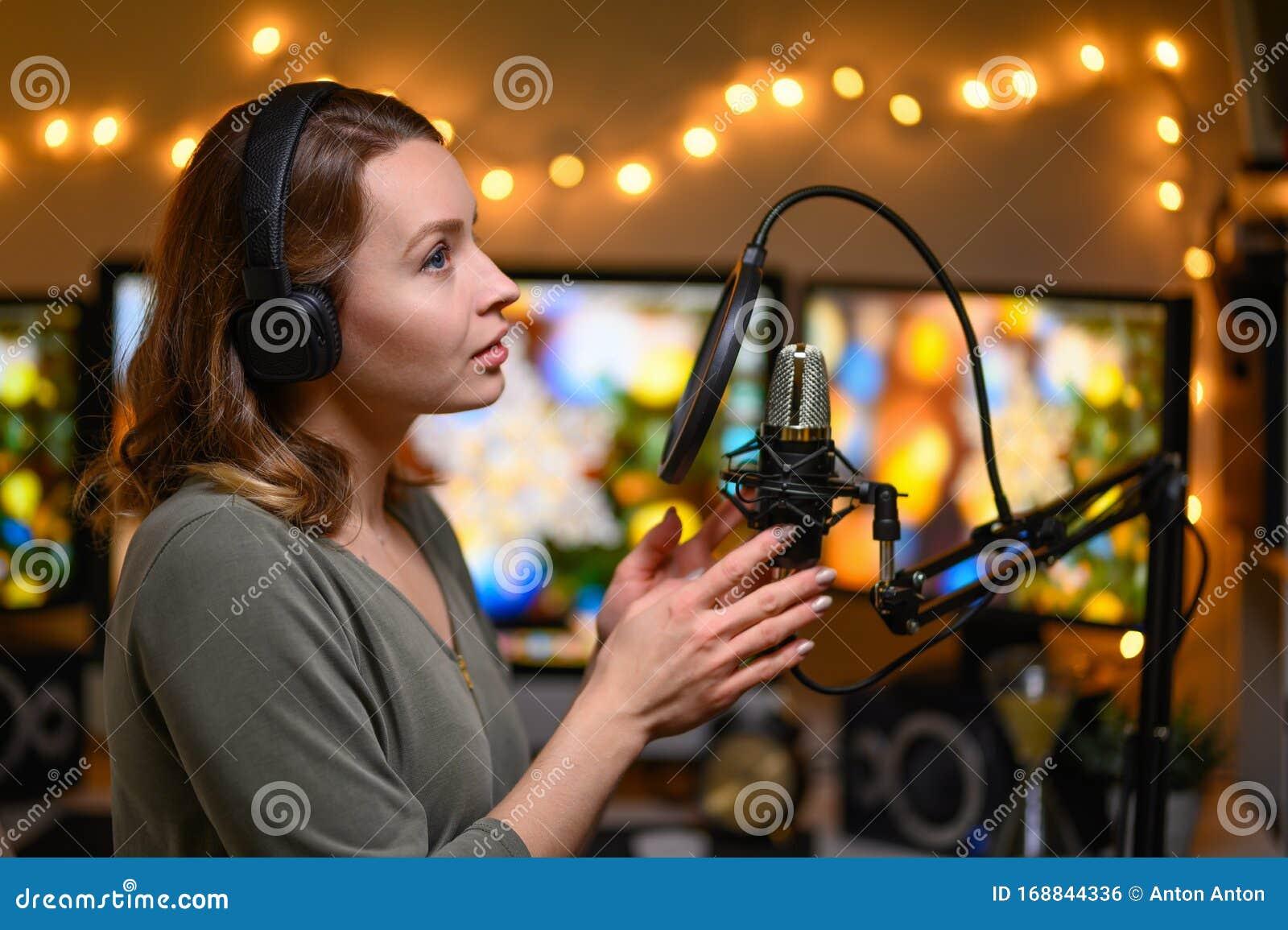 Работа для девушке на радио работа девушке моделью минеральные воды