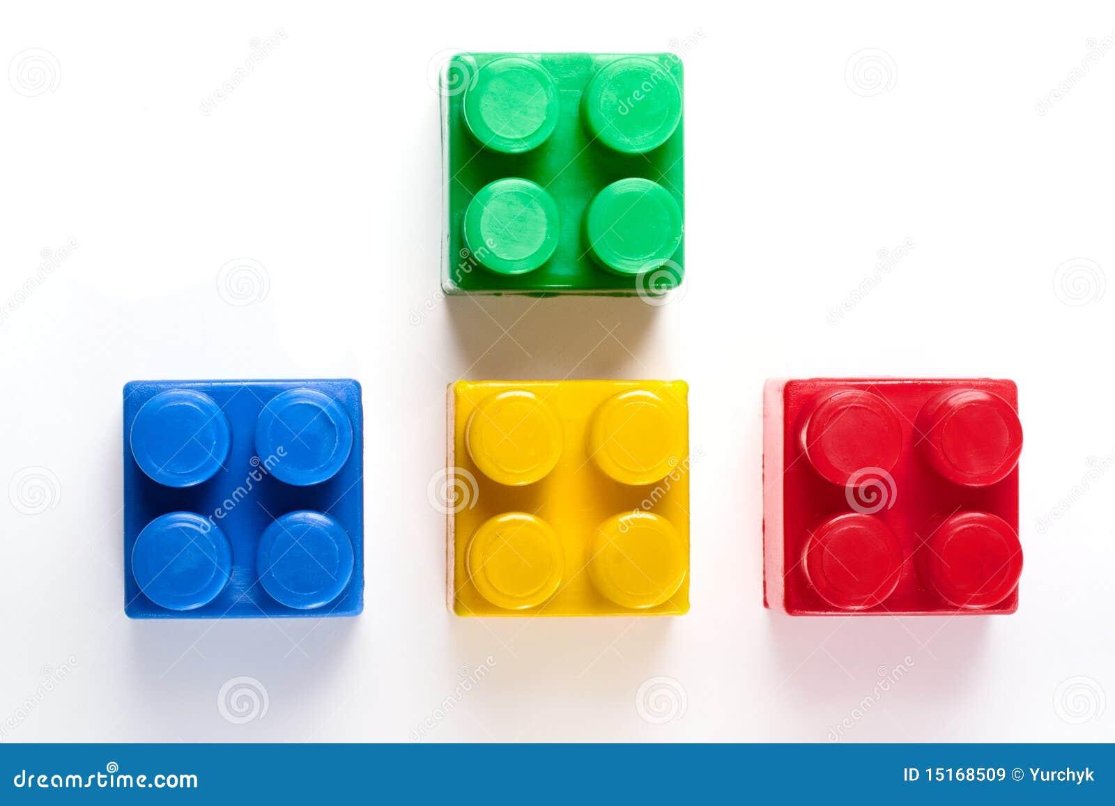 блоки строя цветастую изолированную игрушку